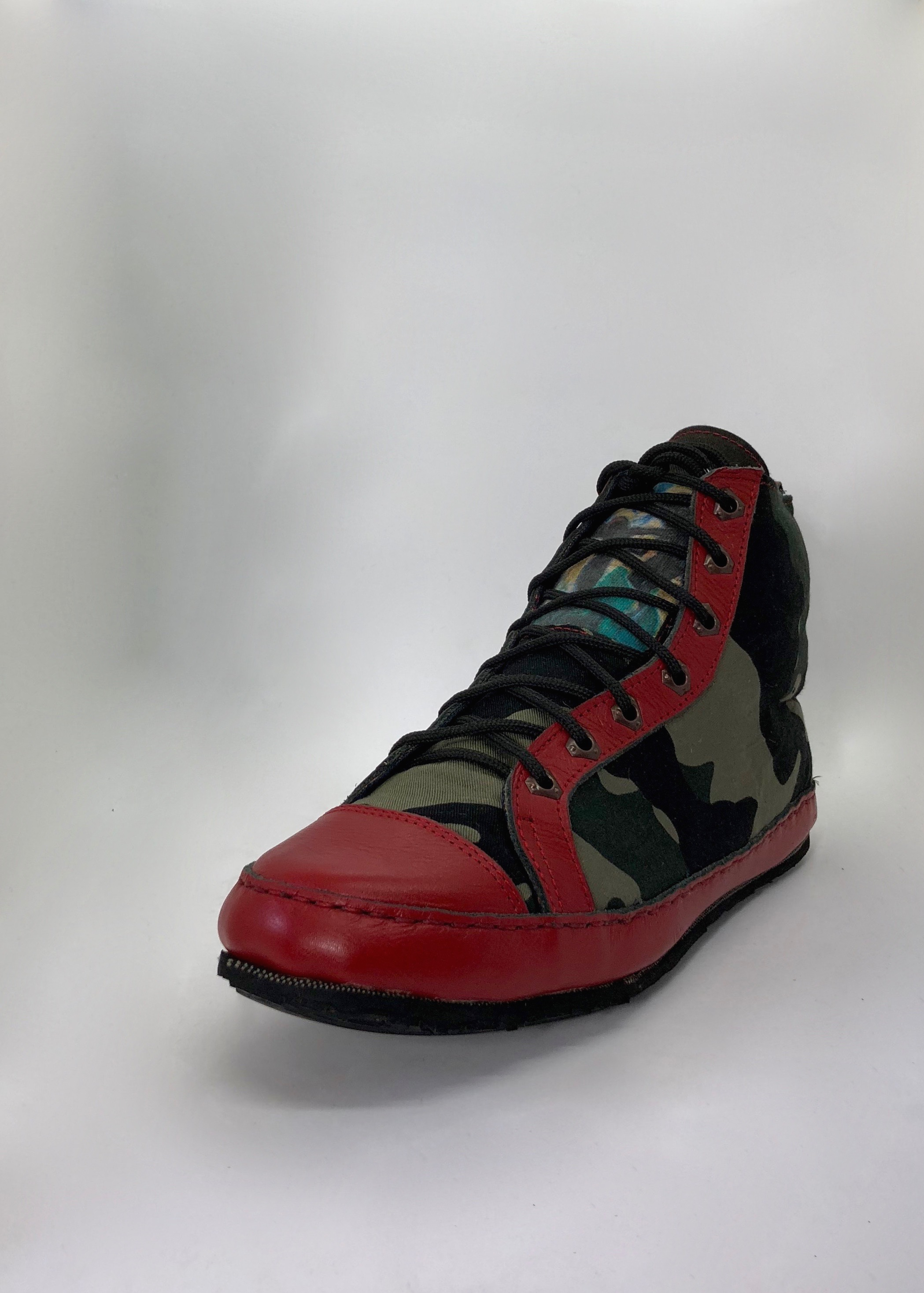 eARTh CAMOUFLAGE Sneakers - THE SHOE OF MANY ELEMENTS