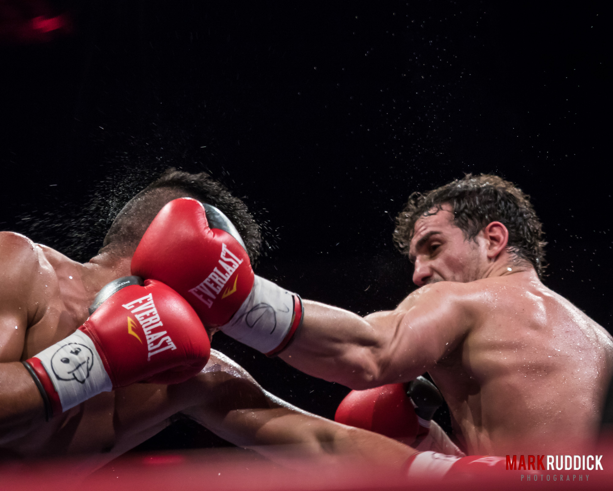 Main Event - Niagara Falls Boxer Phil Lo Greco wins by decision
