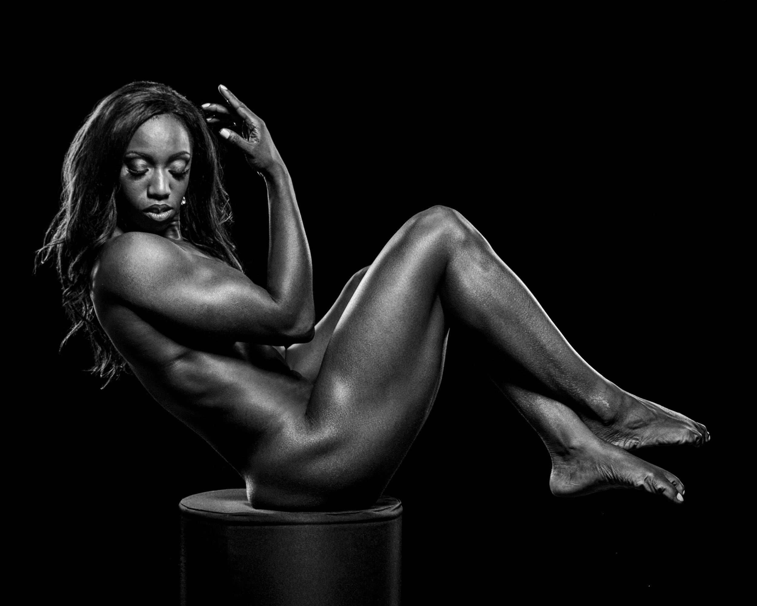 black-woman-bodybuilder-posing-on-block