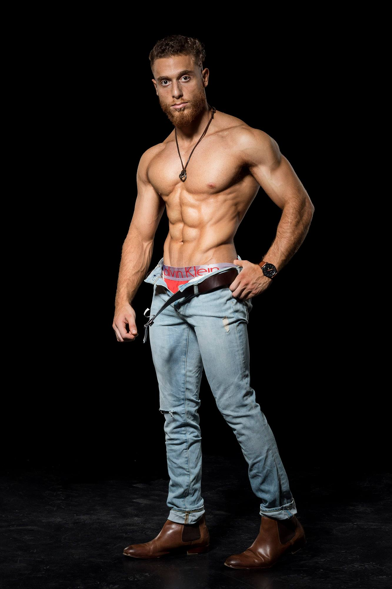 Simple physique pose really carves out the abs.