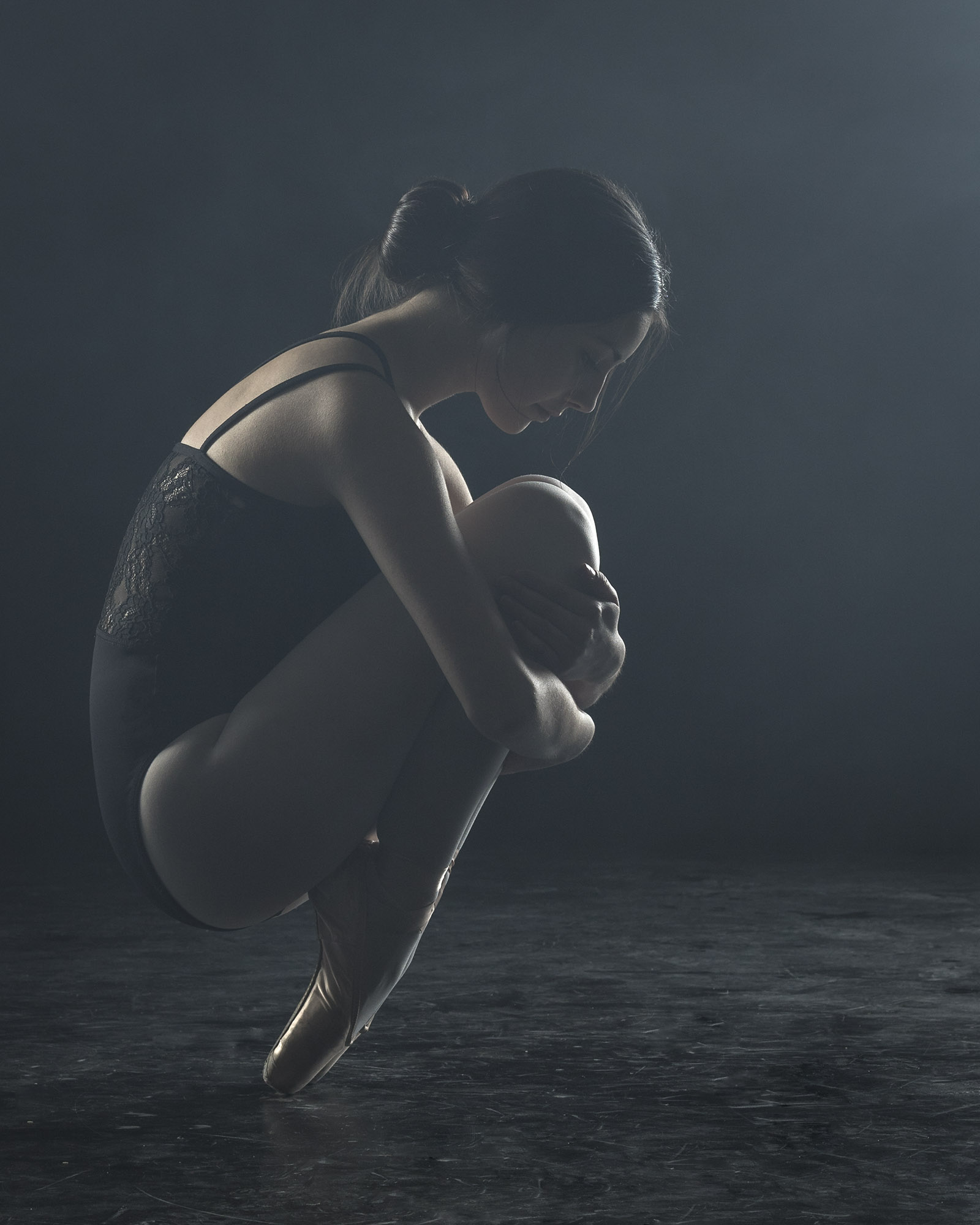 ballerina-crouching-en-pointe