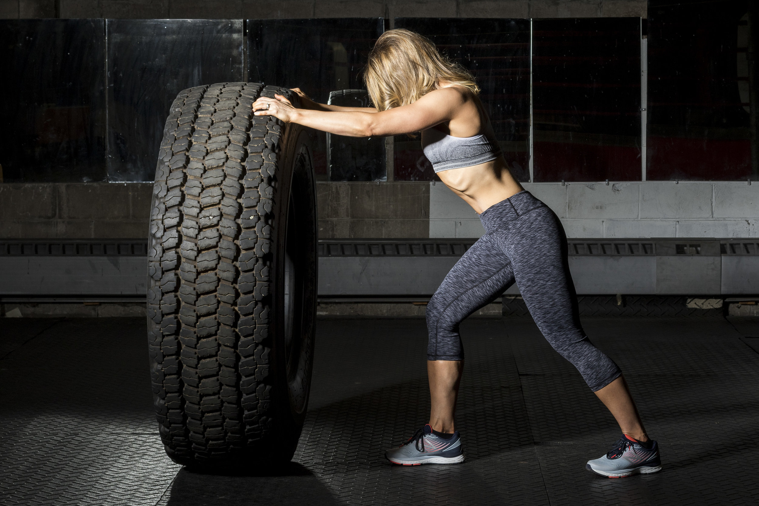 fitness-woman-pushing-tire