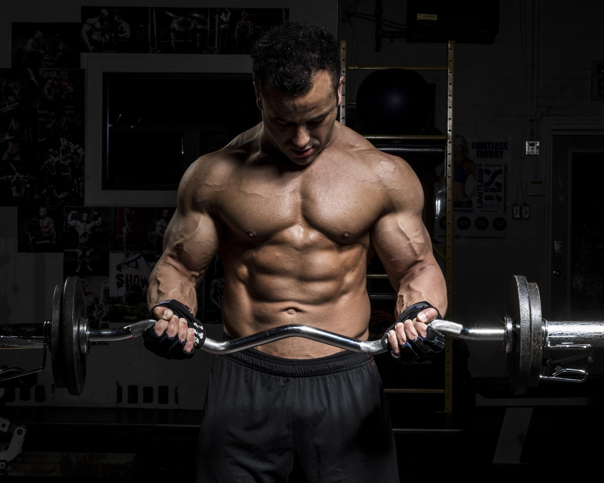 Male-bodybuilder-arm-curl