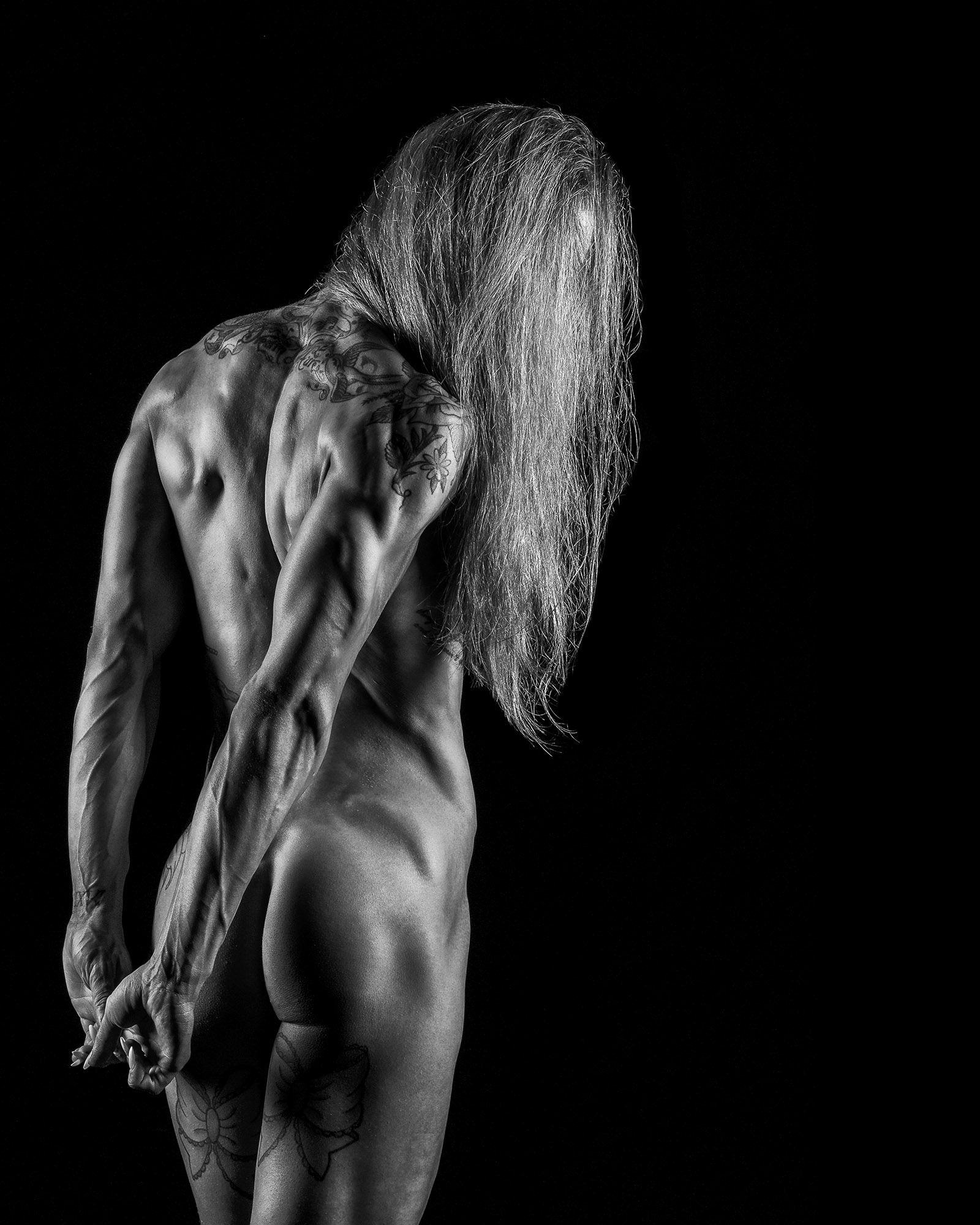 Showing off back, triceps and glutes
