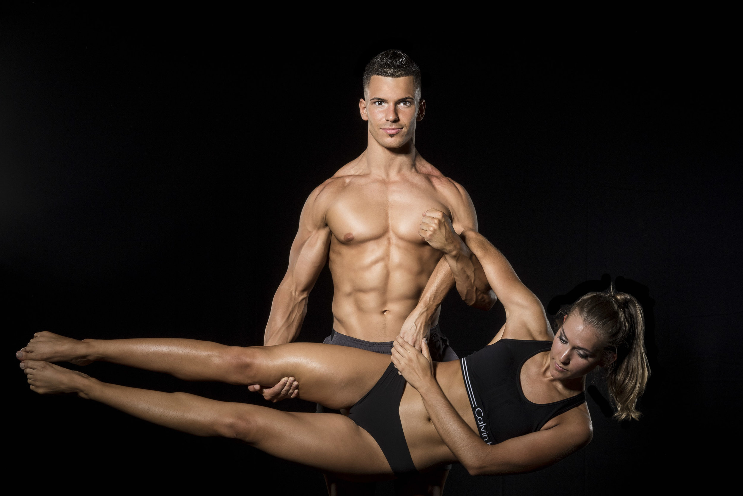 male-fitness-model-lifting-woman.jpg