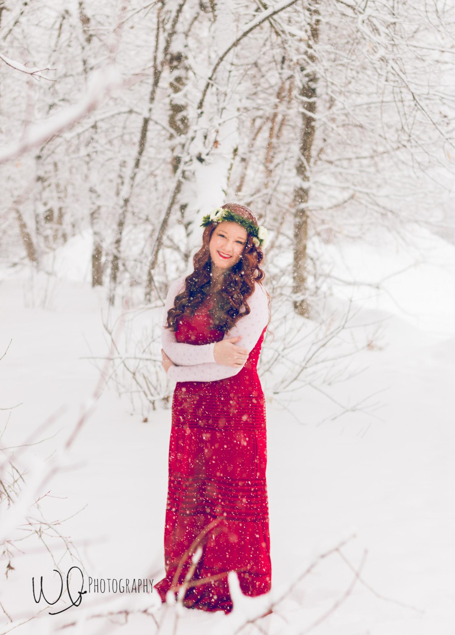 Senior pictures, winter photo shoot, flower crown photo shoot