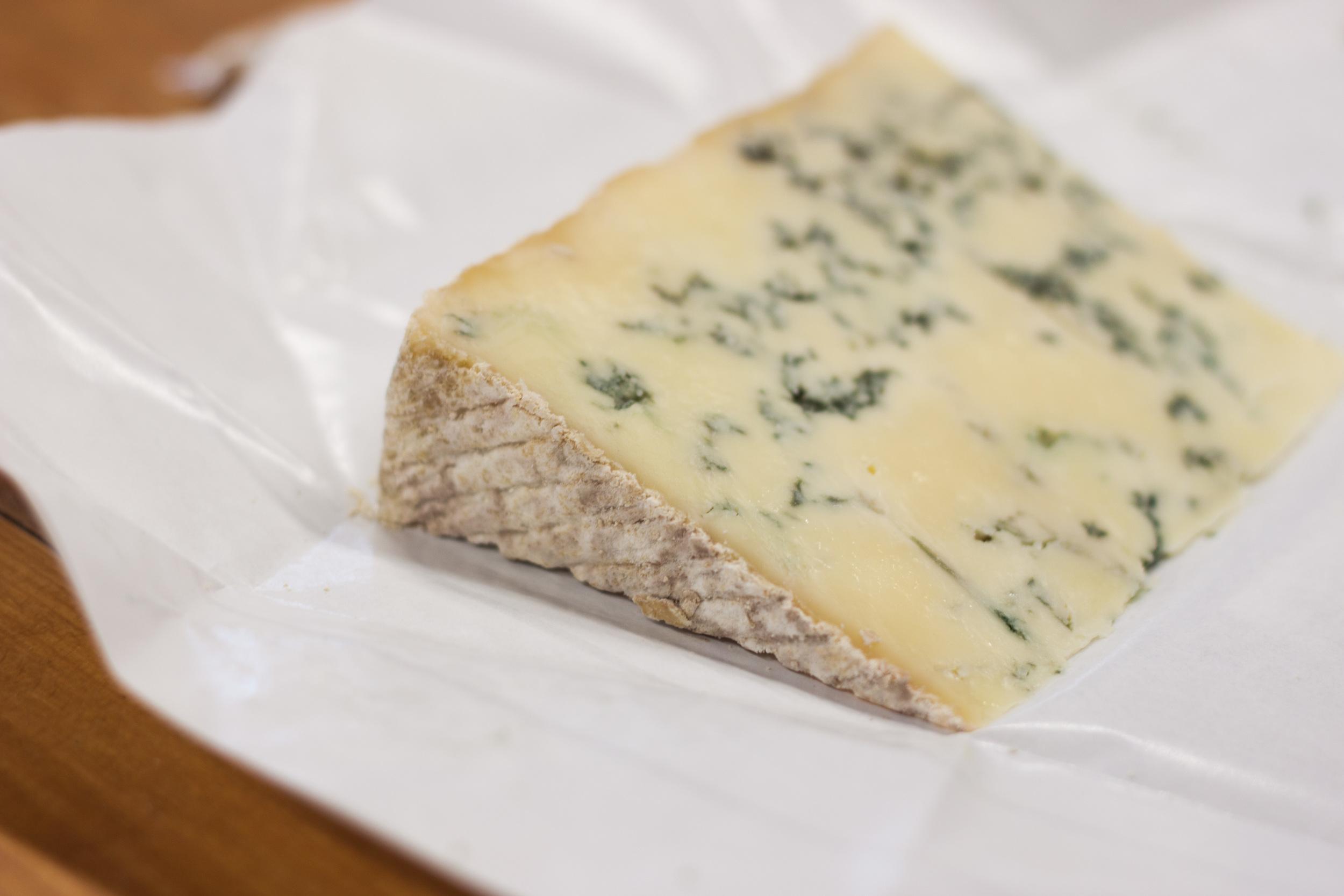 bath_blue_cheese_cut