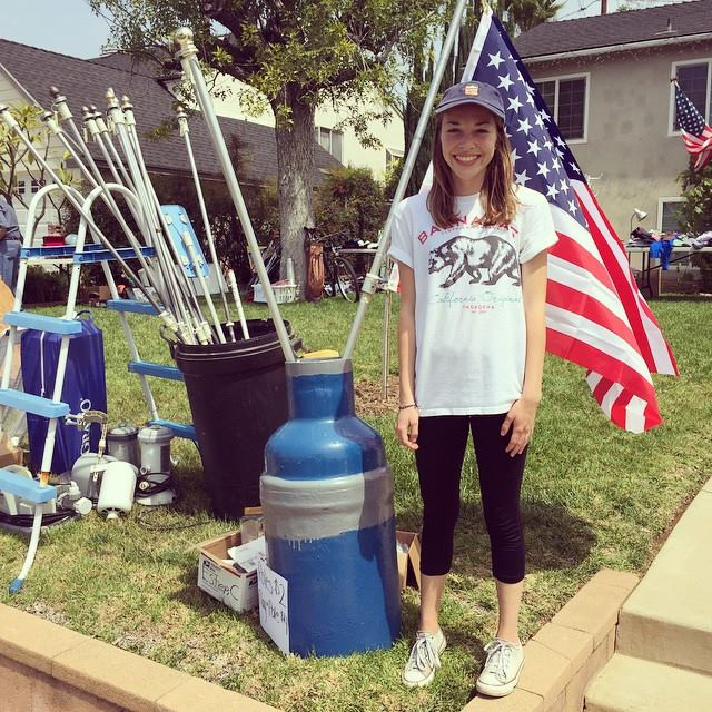 Melissa hosted a yard sale.