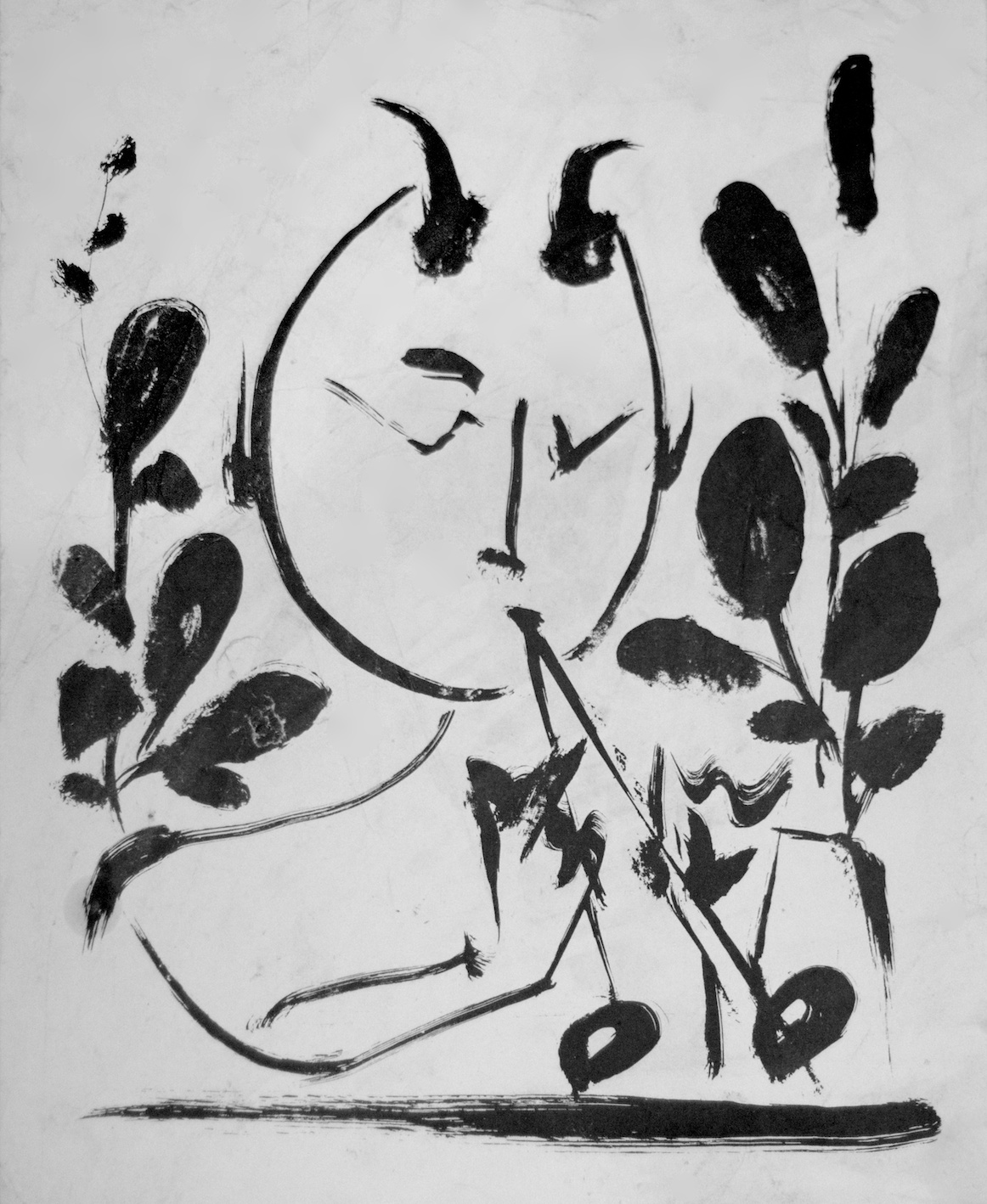Pablo Picasso - Pablo Picasso nasce nel 1881 a Malaga, in Spagna.Pittore, scultore, stampatore, ceramista e scenografo, è stato uno dei più grandi e influenti artisti del XX secolo e con Georges Braque, fondatore del cubismo.Dopo la liberazione di Parigi, Picasso, nel 1944, espose i suoi lavori dei cinque anni precedenti al Salon d'Automne (Salon de la Libération), dove le sue tele furono percepite come uno shock. L'esposizione, unita all'annuncio dell'ingresso di Picasso nel Partito Comunista, generò agitazioni escontri verso le sue opinioni politiche, nella galleria stessa. Nello stesso periodo, Picasso aprì il suo studio a nuovi e vecchi amici scrittori ed artisti, tra cui Jean-Paul Sartre, Pierre Reverdy, Éluard, il fotografo Brassaï e molti altri. Nel 1943 la giovane pittrice Françoise Gilot, si presentò allo studio, ed in pochi mesi divenne la nuova musa di Picasso. Nel 1946 Picasso si trasferì ad Antibes con la Gilot, con cui avrebbe avuto due figli, Claude e Paloma, dove Picasso trascorse mesi intensi di pittura. I dipinti di quel tempo e le ceramiche decorate nello studio nella vicina Vallauris, a partire dal 1947, esprimono vividamente il senso di identificazione di Picasso con la tradizione classica e con le sue origini mediterranee celebrando la rinascita post bellica e la sua nuova felicità trovata con la Gilot, che nelle opere di quel periodo è spesso dipinta come ninfa tra fauni e centauri.