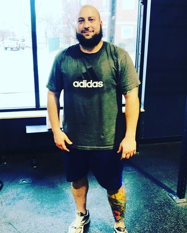"Shoutout to our Vaunt New Years Resolution Fitness Challenger feature, Dominic👏🏼 Check out his Q and A to get to know about him! 👇🏼 Q:What do you like to do when you are not working out at VAUNT?  A: ""Spend time with friends and family whenever I can."" Q: What is Dominic's favorite exercise?  A:  He loves strength training, cardio not so much! Q: What is Dominic's greatest fitness related accomplishment?  A:  Being consistent with his training. Q: What motivates him?? A: Dominic says seeing his results, big or small, is what motivates him!"