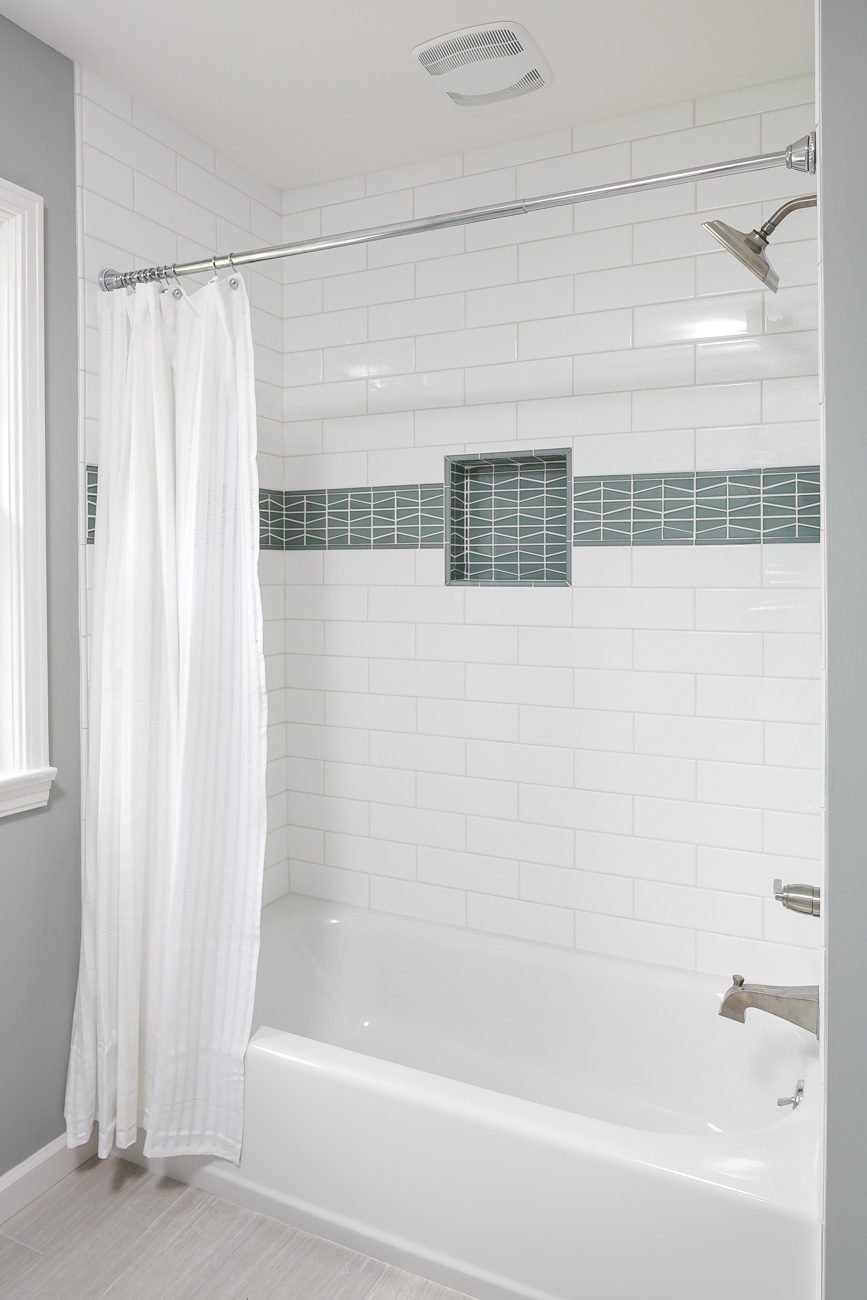 Daleview #3 hall bath shower
