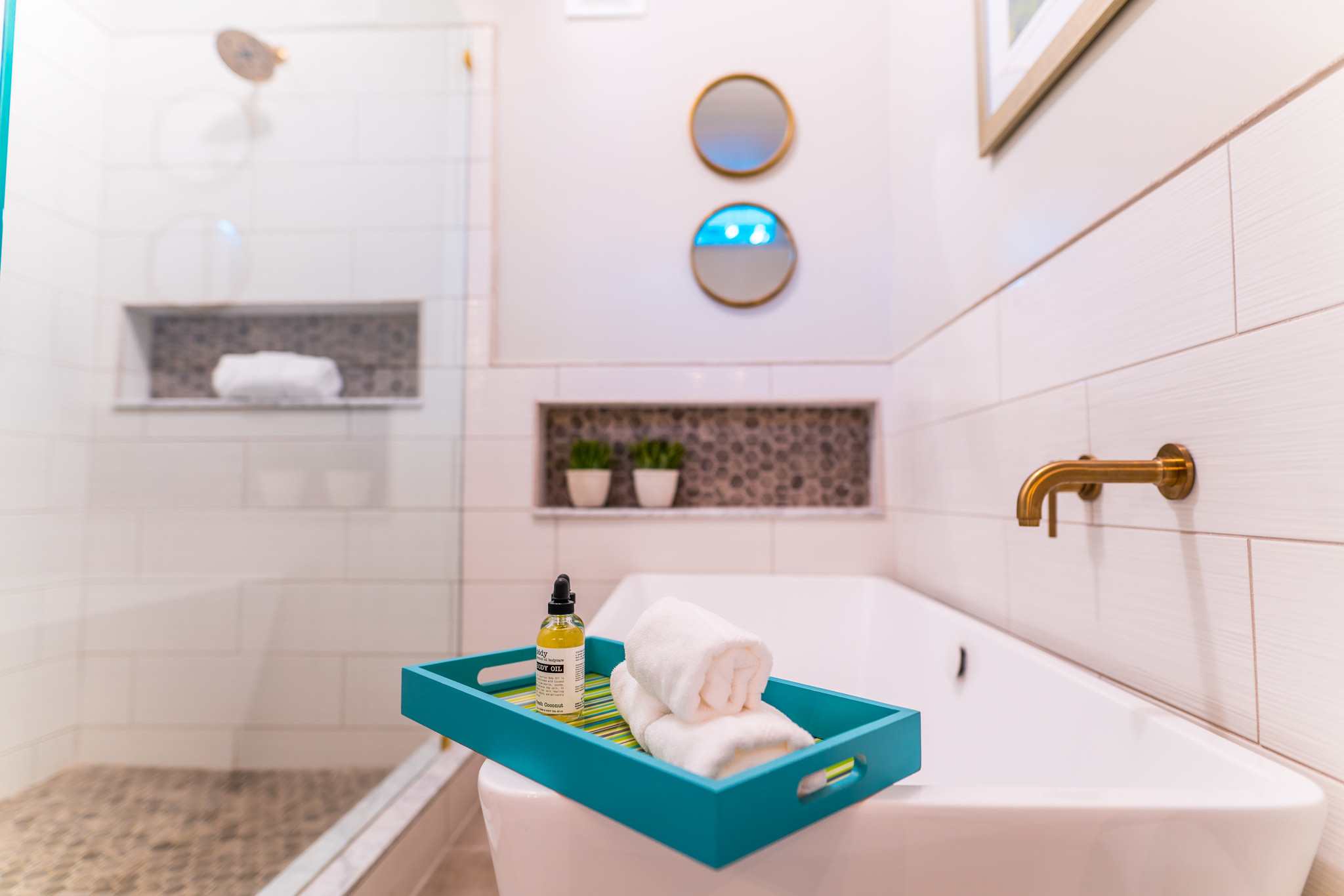 Soaker tub with lots of storage