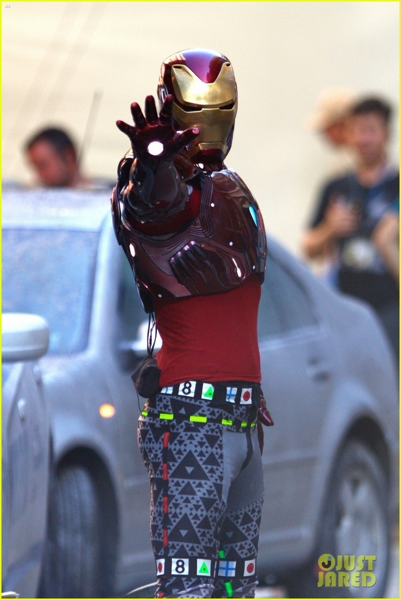 iron-man-wears-his-armor-in-new-avengers-infinity-war-set-photos-02.jpg