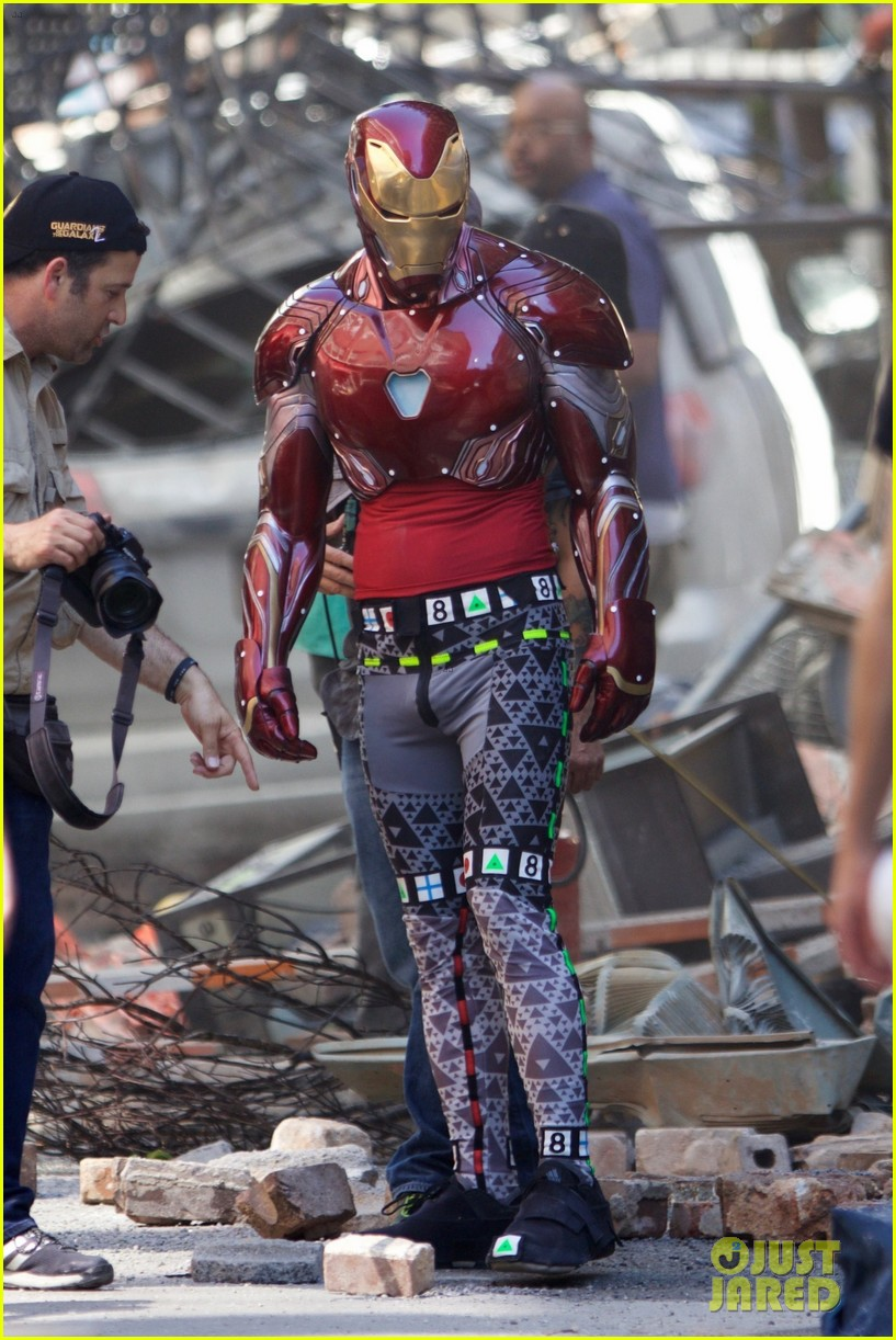 iron-man-wears-his-armor-in-new-avengers-infinity-war-set-photos-05.jpg