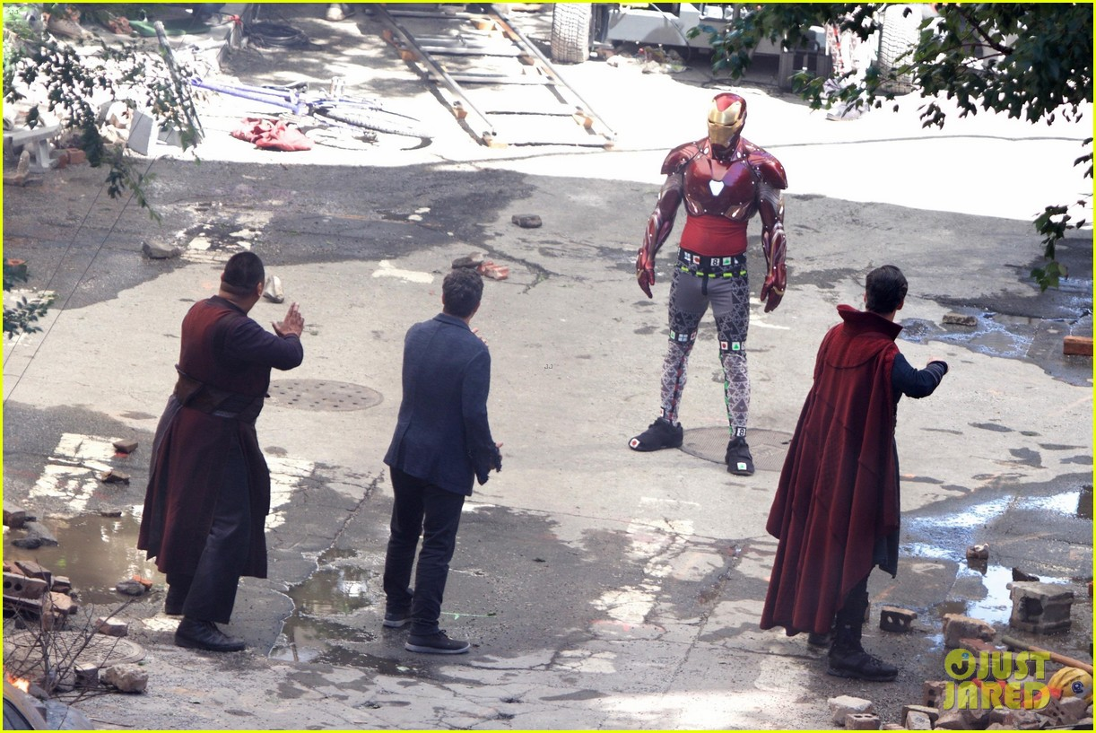 iron-man-wears-his-armor-in-new-avengers-infinity-war-set-photos-03.jpg