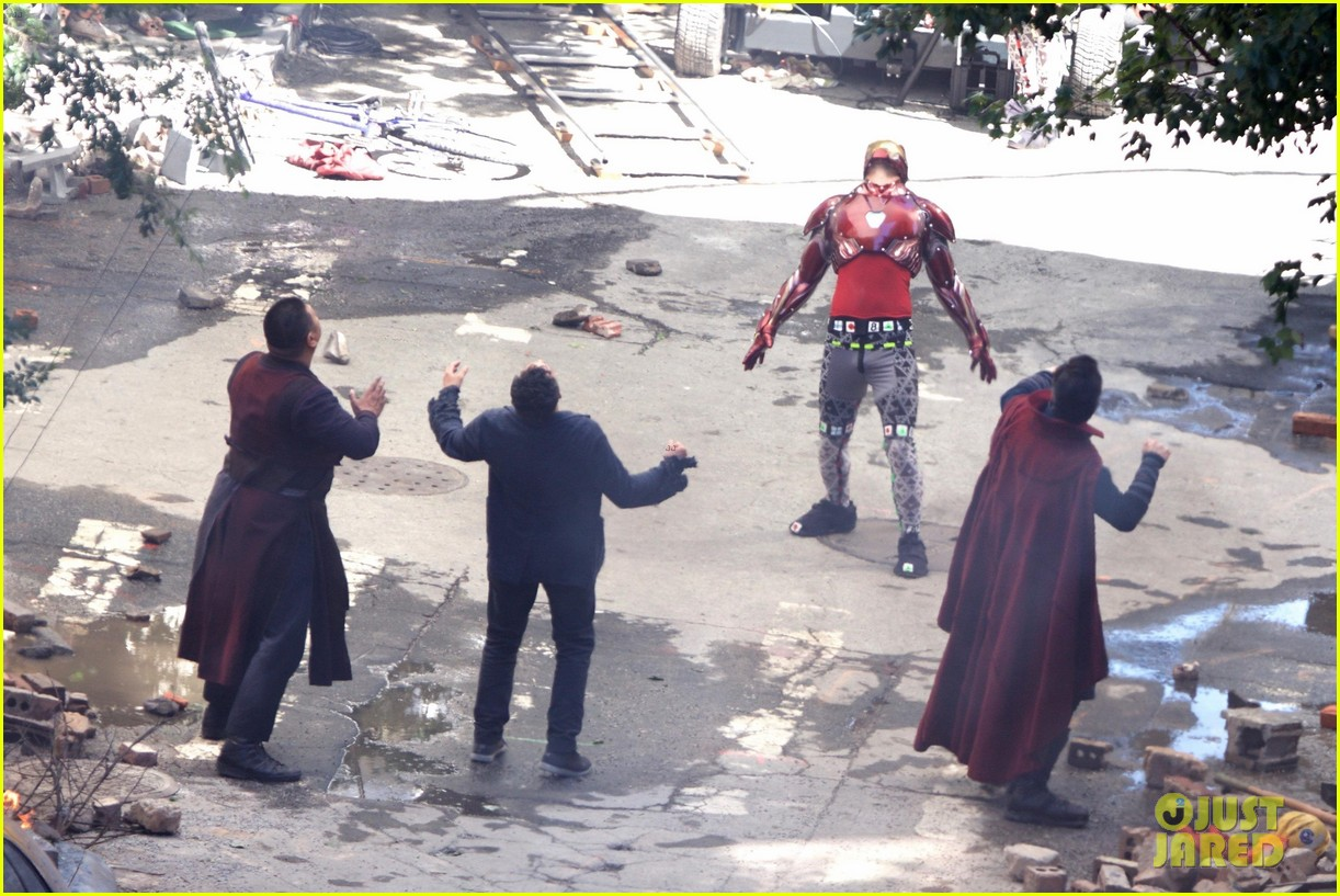 iron-man-wears-his-armor-in-new-avengers-infinity-war-set-photos-24.jpg