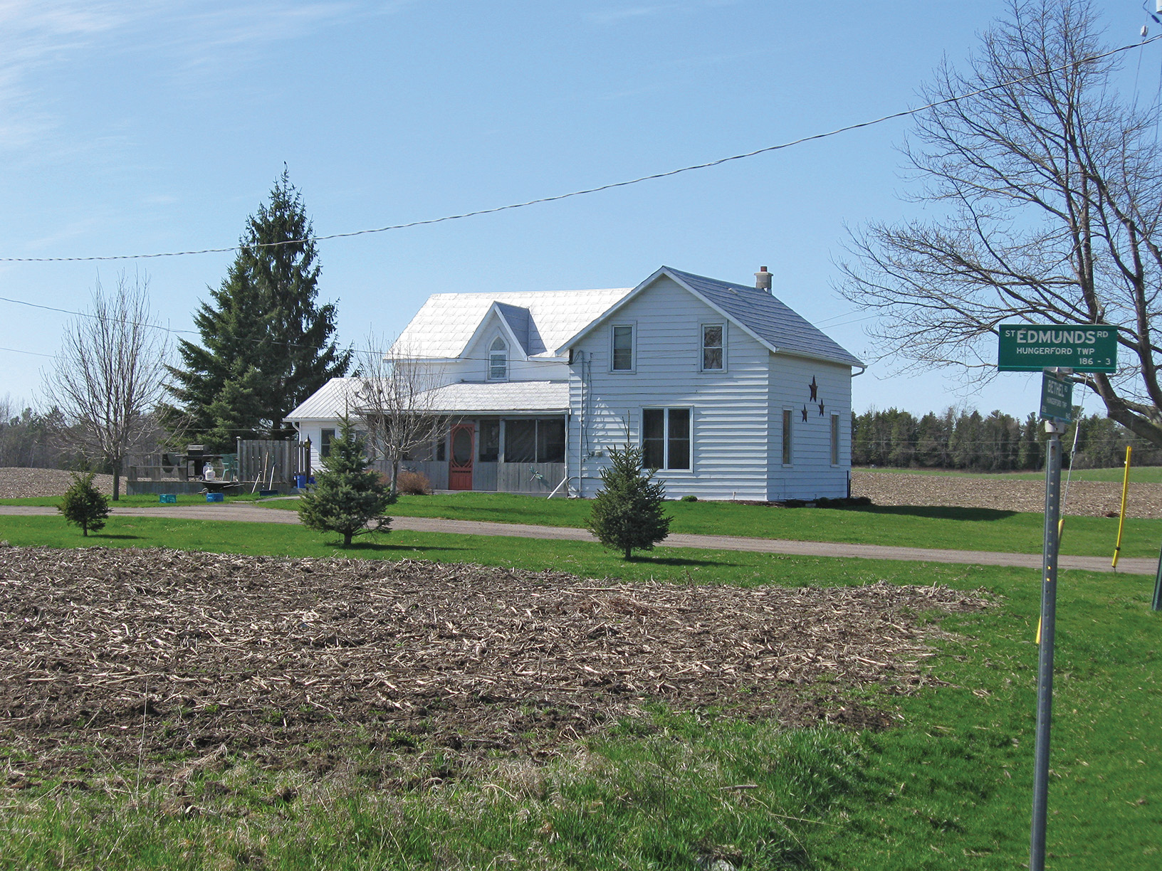 Although a bachelor farmer, Willie Mulrooney managed to create a family community on the shore of his farm (Farmhouse pictured) on Bethel Road.