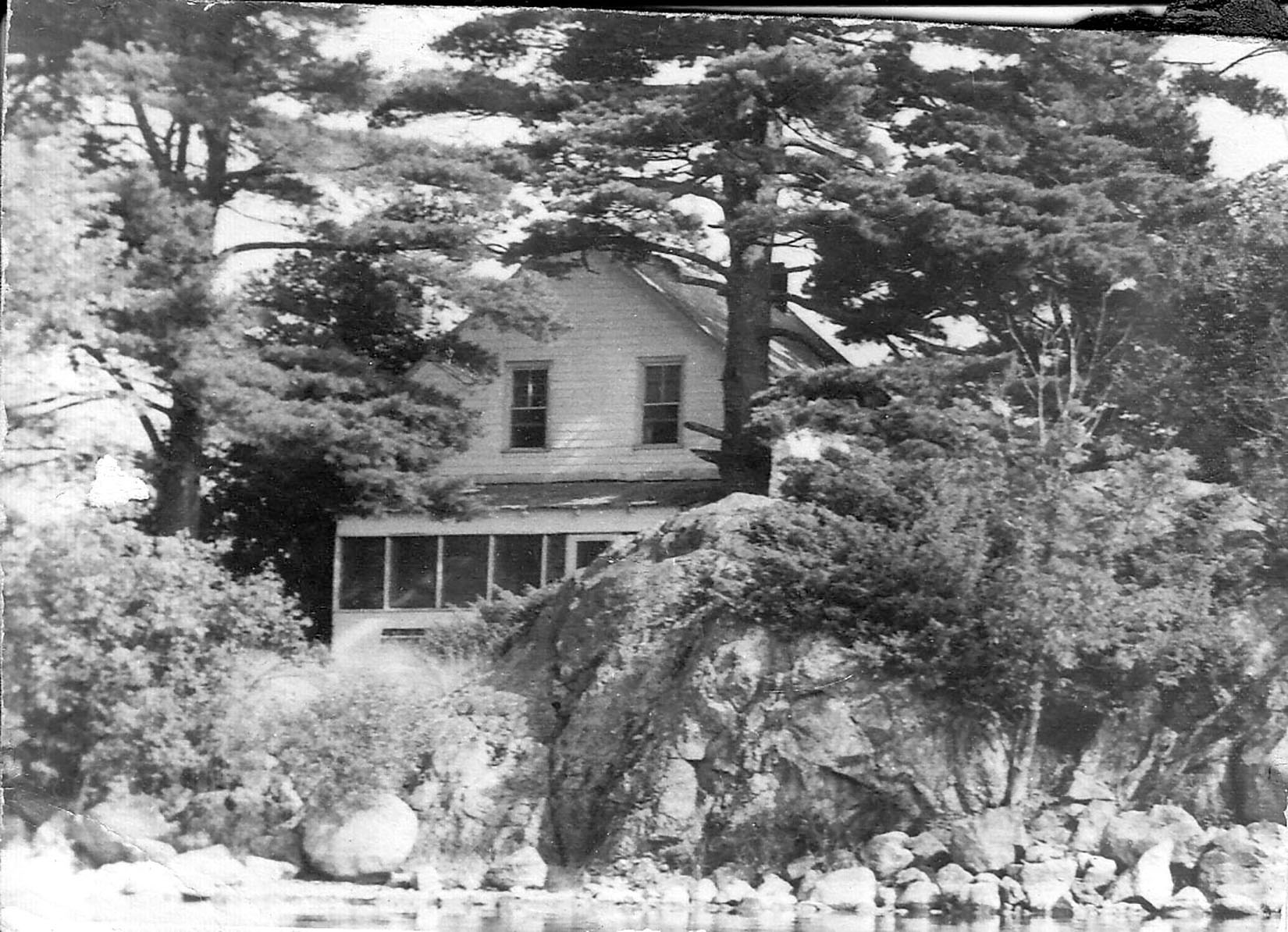The unspoiled surroundings and Moira Lake's famous fishing brought affluent tourists from Illinois, Ohio, Pennsylvania and New York State, as well as occasional Ontario guests, to Pitts' Landing. Photo courtesy Ketcheson Family