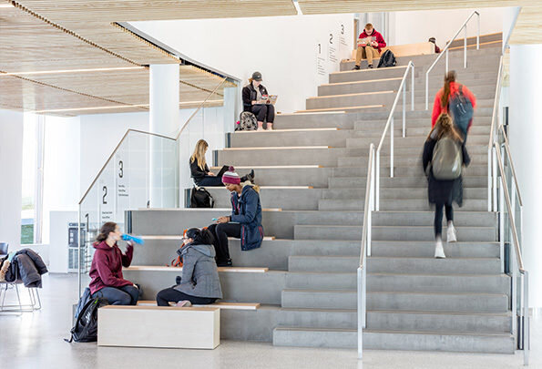 Goody-Clancy_UMass-Amherst_Isenberg_School_Management_Interior-Stair-595x405.jpg