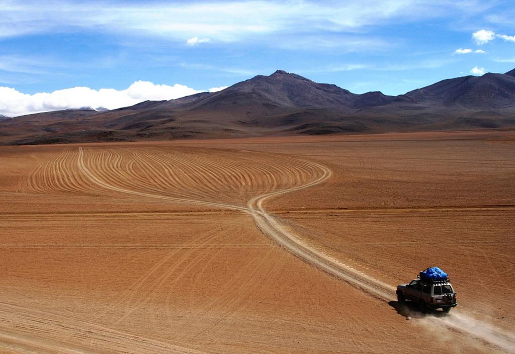 La Paz to Salar De Uyuni, Bolivia | photo Carlos Adampol Galindo