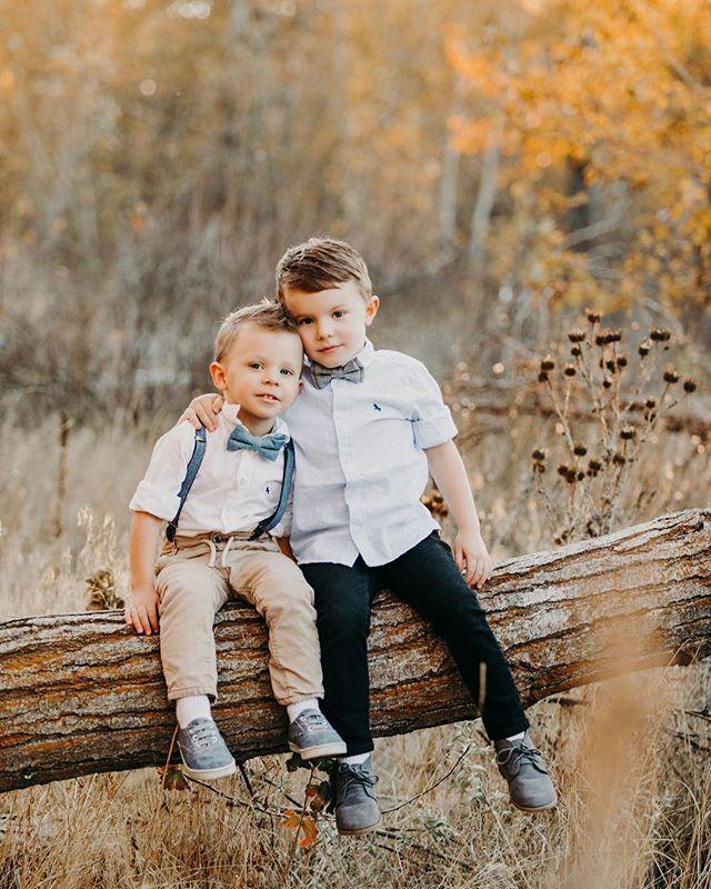 So grateful for our clients & their beautiful kiddos! This years fall inspired photos were 👌🏻 so excited to share more! Do you prefer fall or winter inspired photos on your Christmas cards? #inadreamphotography
