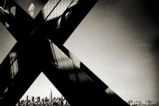 Andreas_H_Bitesnich_Crossing_Williamsburg_Bridge_New_York_2011_#1292.jpeg