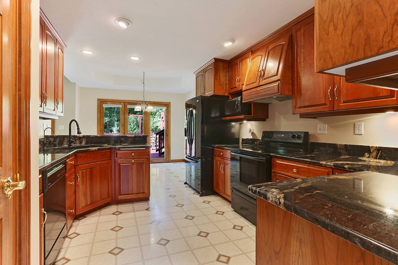 The David Kaster Team's Kitchen Photo - Crisp an open!