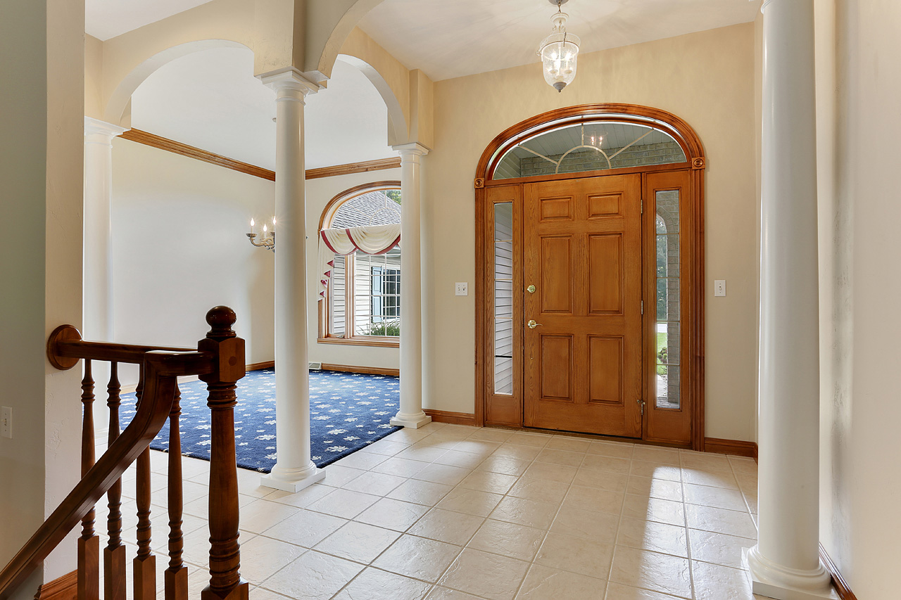 The David Kaster Team's Foyer photo!     So much more inviting!