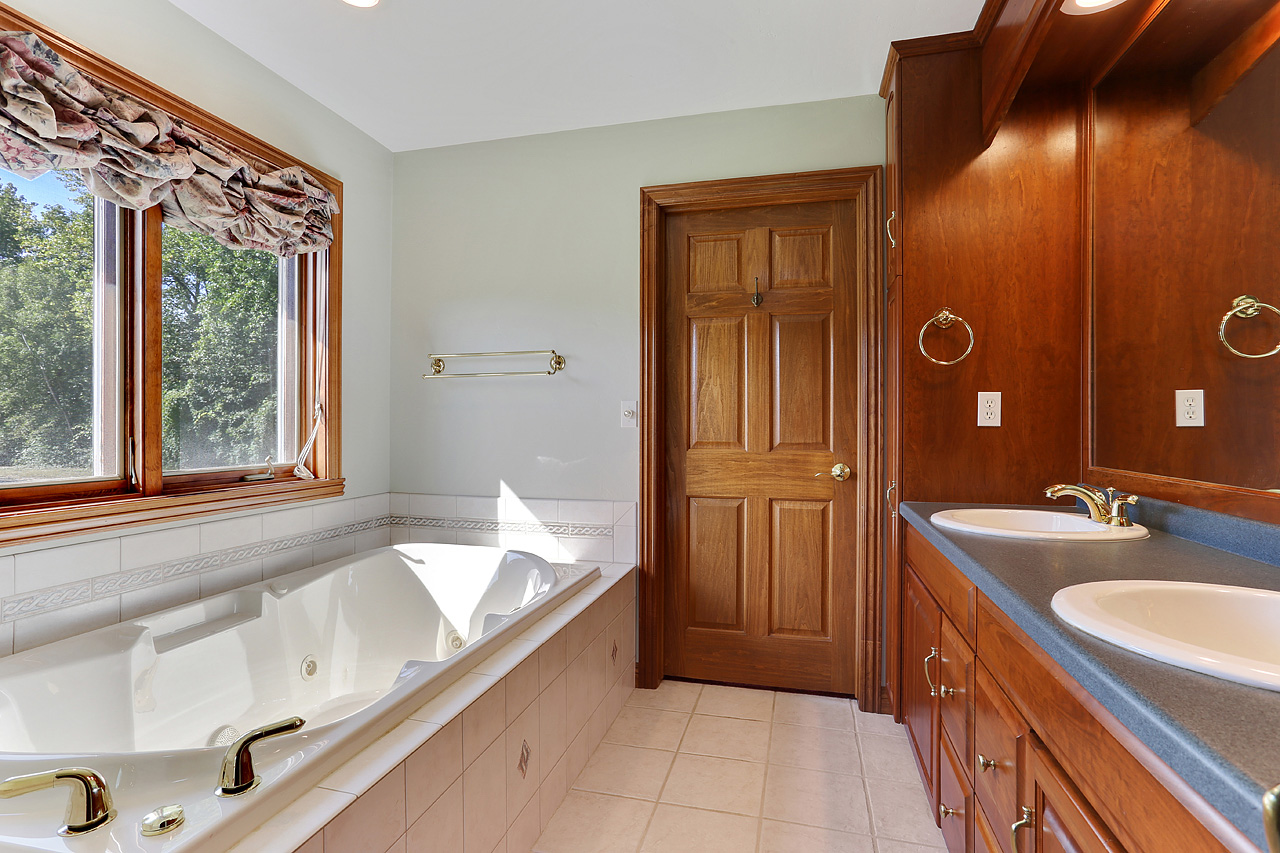 The David Kaster Team's MASTER BATHROOM PHOTO!