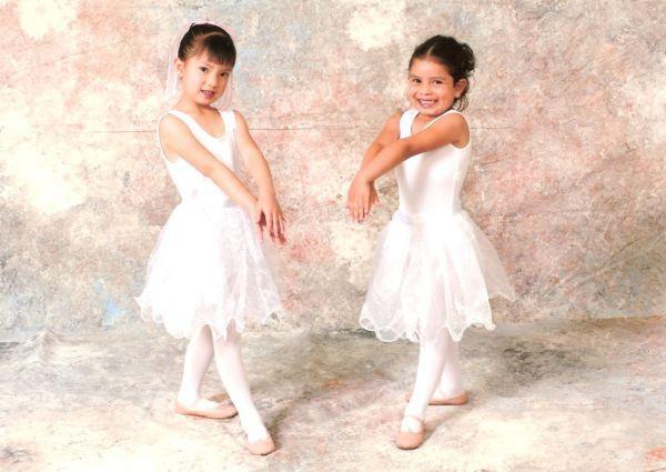 Ballerinas web.jpg