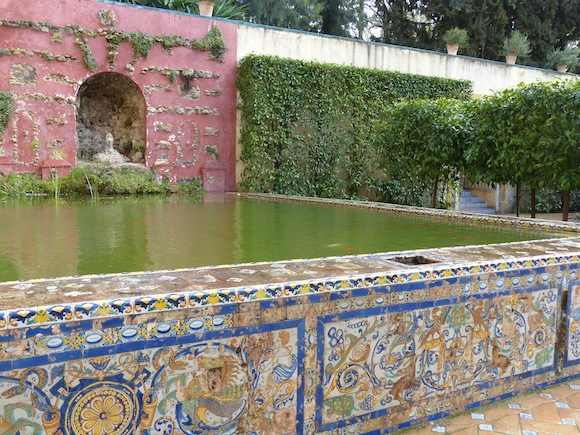 alcazar-pool-tile.JPG
