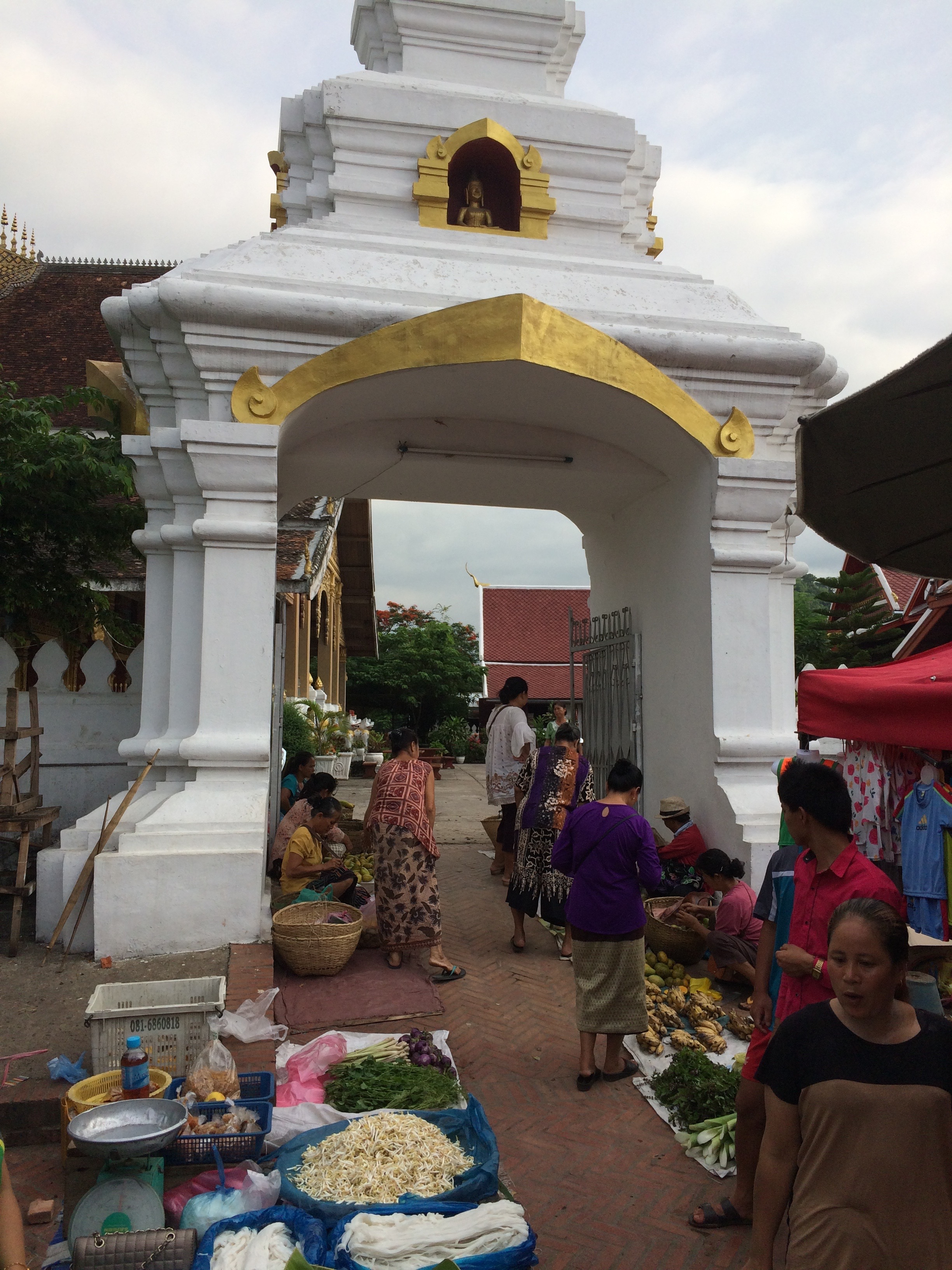 luang prabang temple market