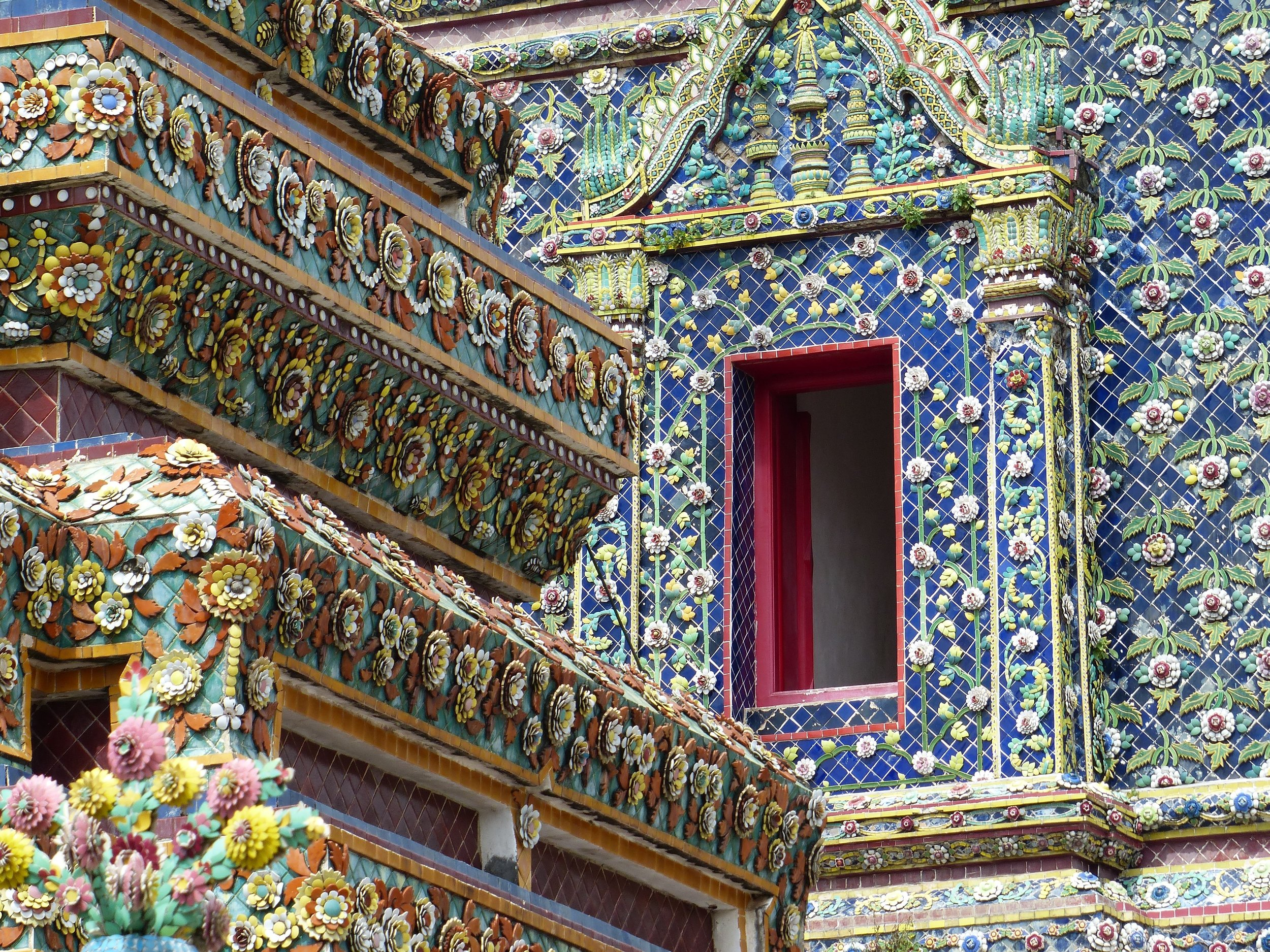 Wat pho temple, one of two temples we saw covered completely with tile