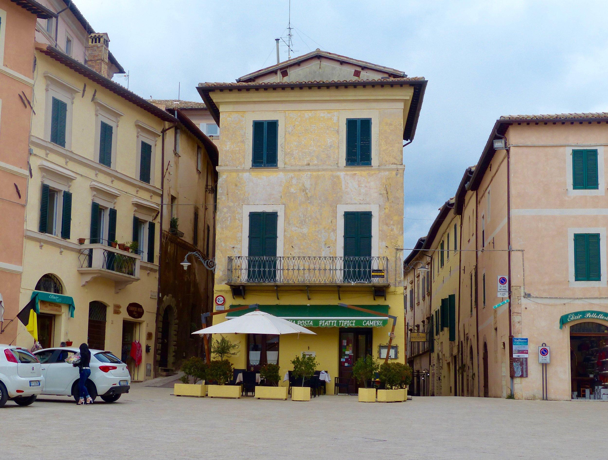 trevi_piazza2.jpg