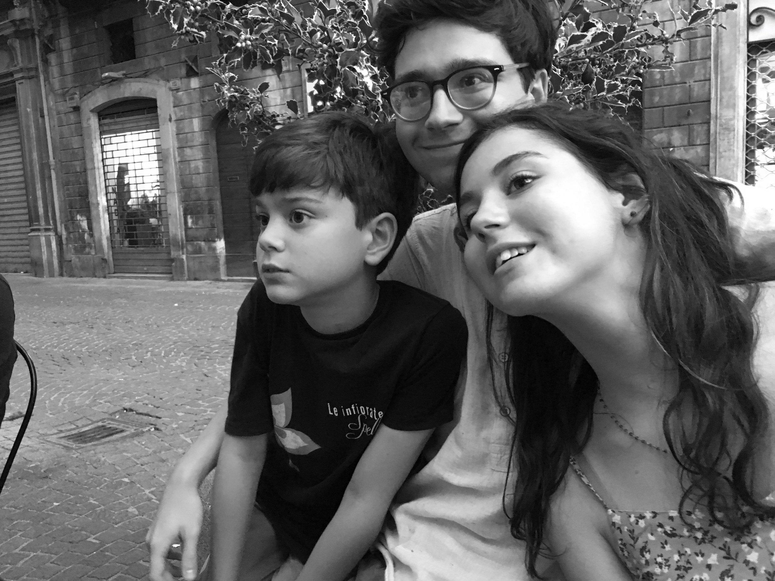 sulmona-kids-watch-game-bandw.jpg