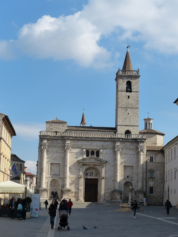 Piazza in Ascoli Piceno, Le Marche