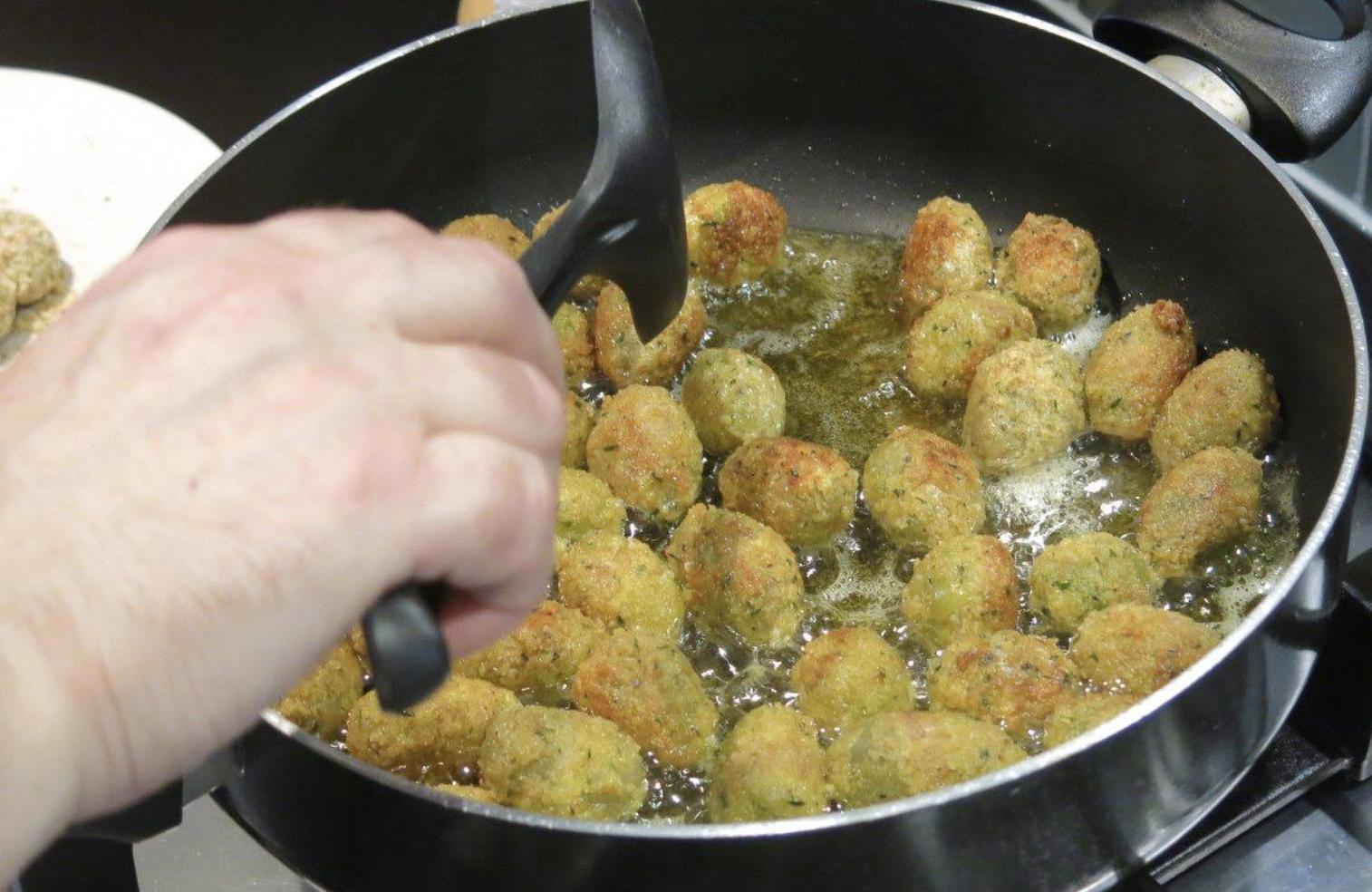 Making Ascolani olives