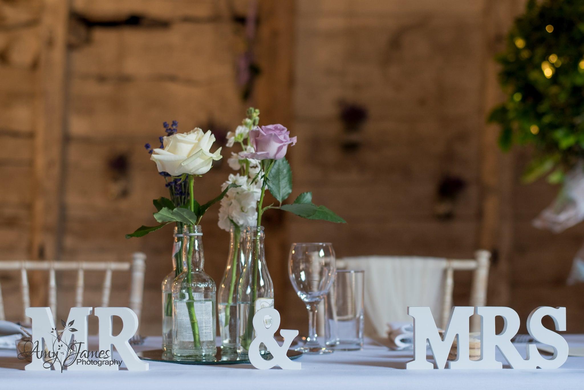 Hampshire wedding photographer / Barn wedding