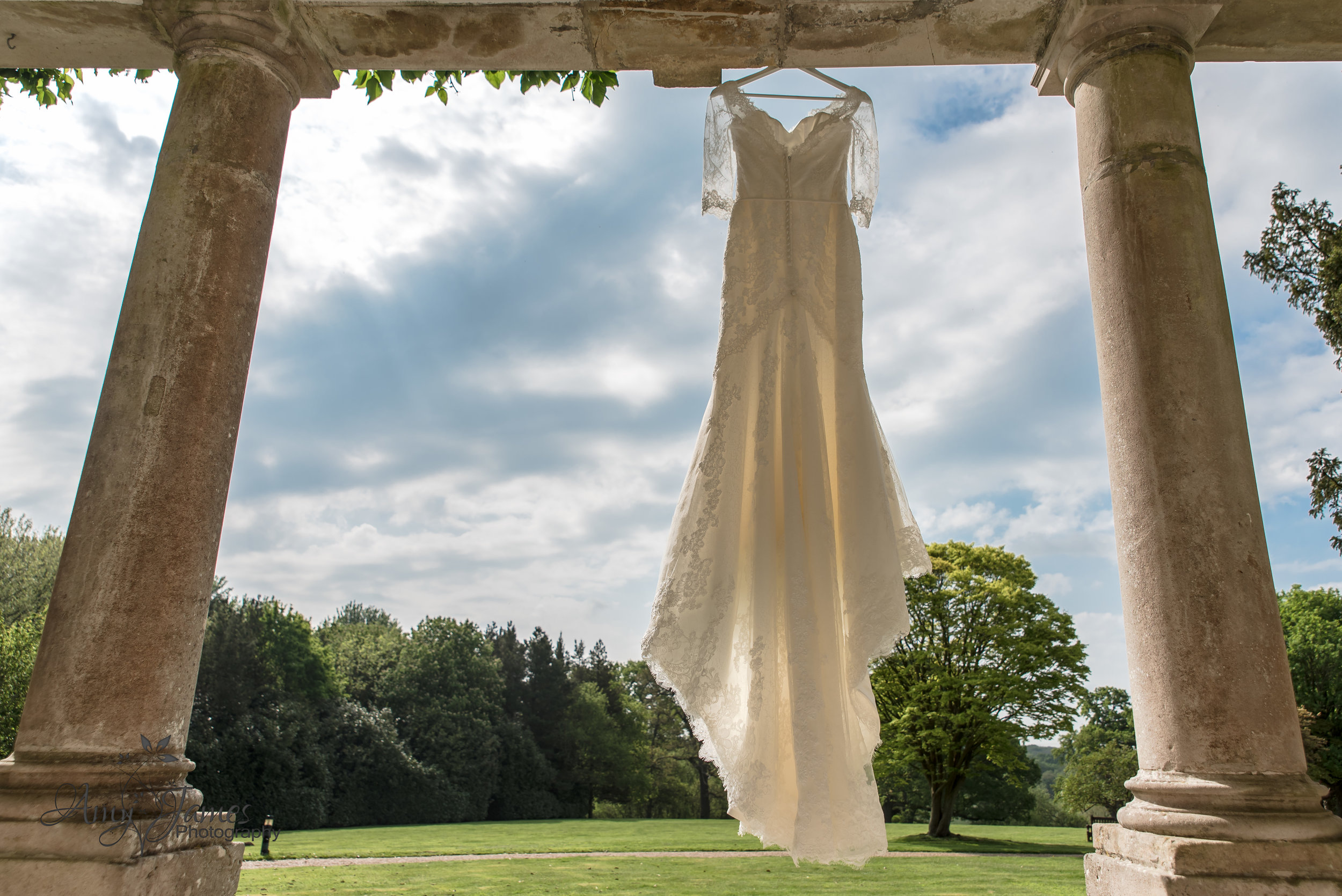 Hamphire Wedding Photographer | Amy James Photography | Highfield Park Wedding Venue | Highfield Park Wedding Photographer | Outdoor wedding ceremony | UK outdoor wedding venue | Wedding dress