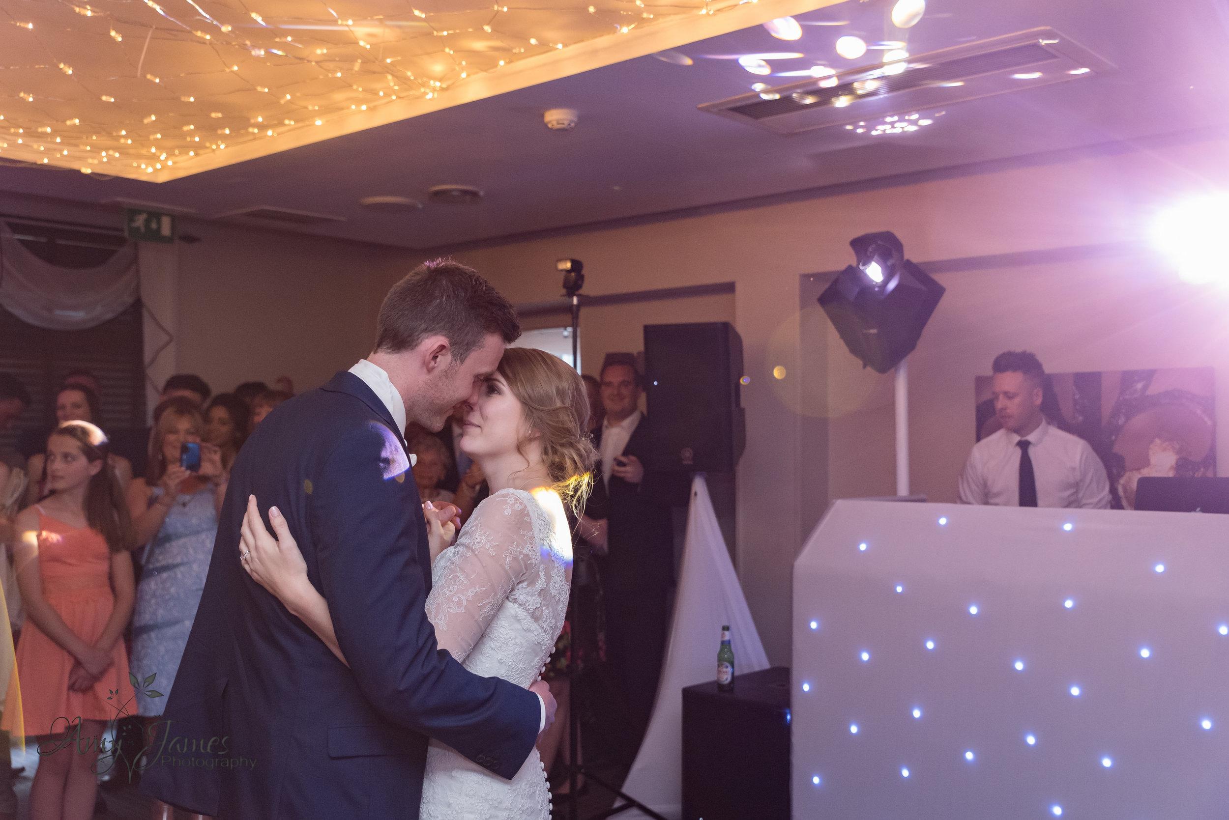Hampshire wedding photographer | Fleet wedding photographer | Highfield Park Hampshire wedding venue | Amy James Photography