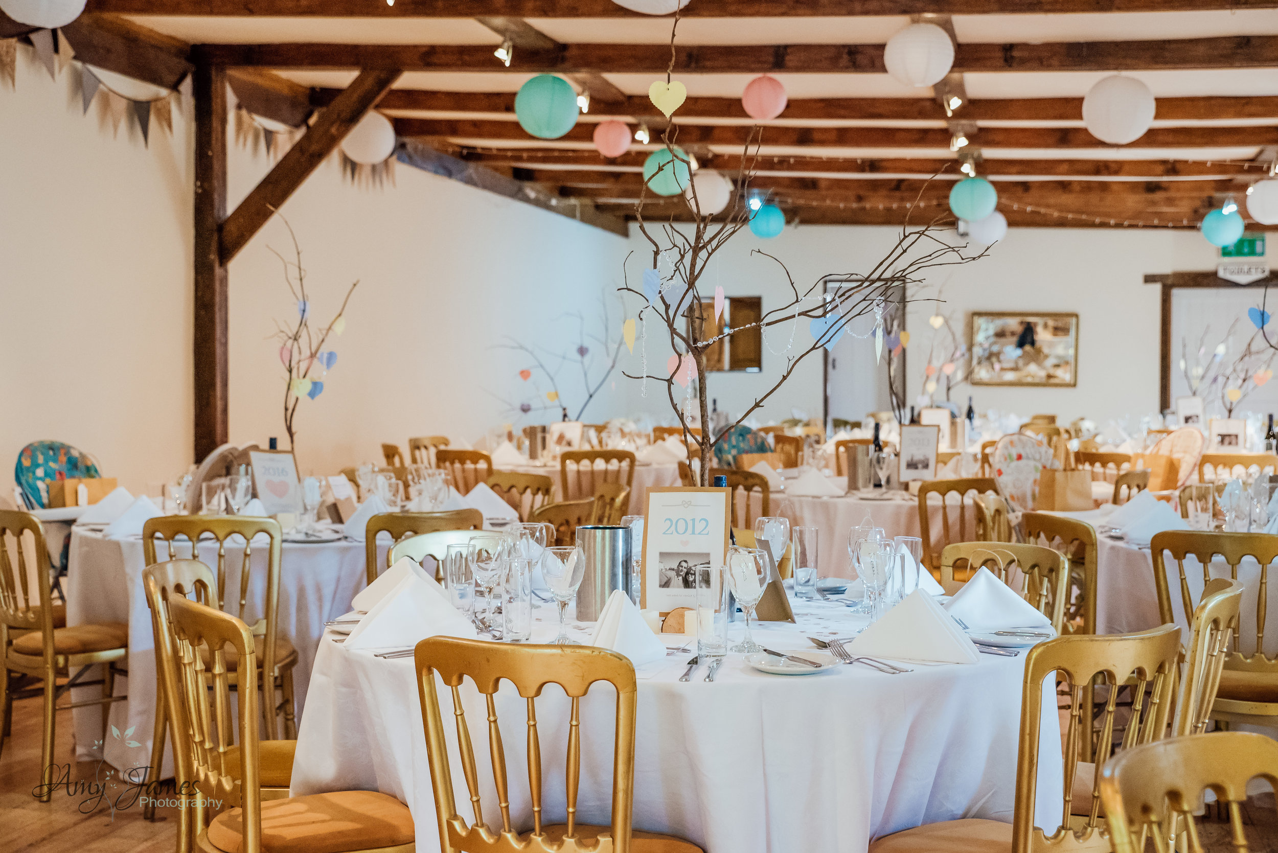 Barn wedding venue Hampshire Taplins Place by Amy James Photography Wedding photographer Hampshire - Documentary wedding photography