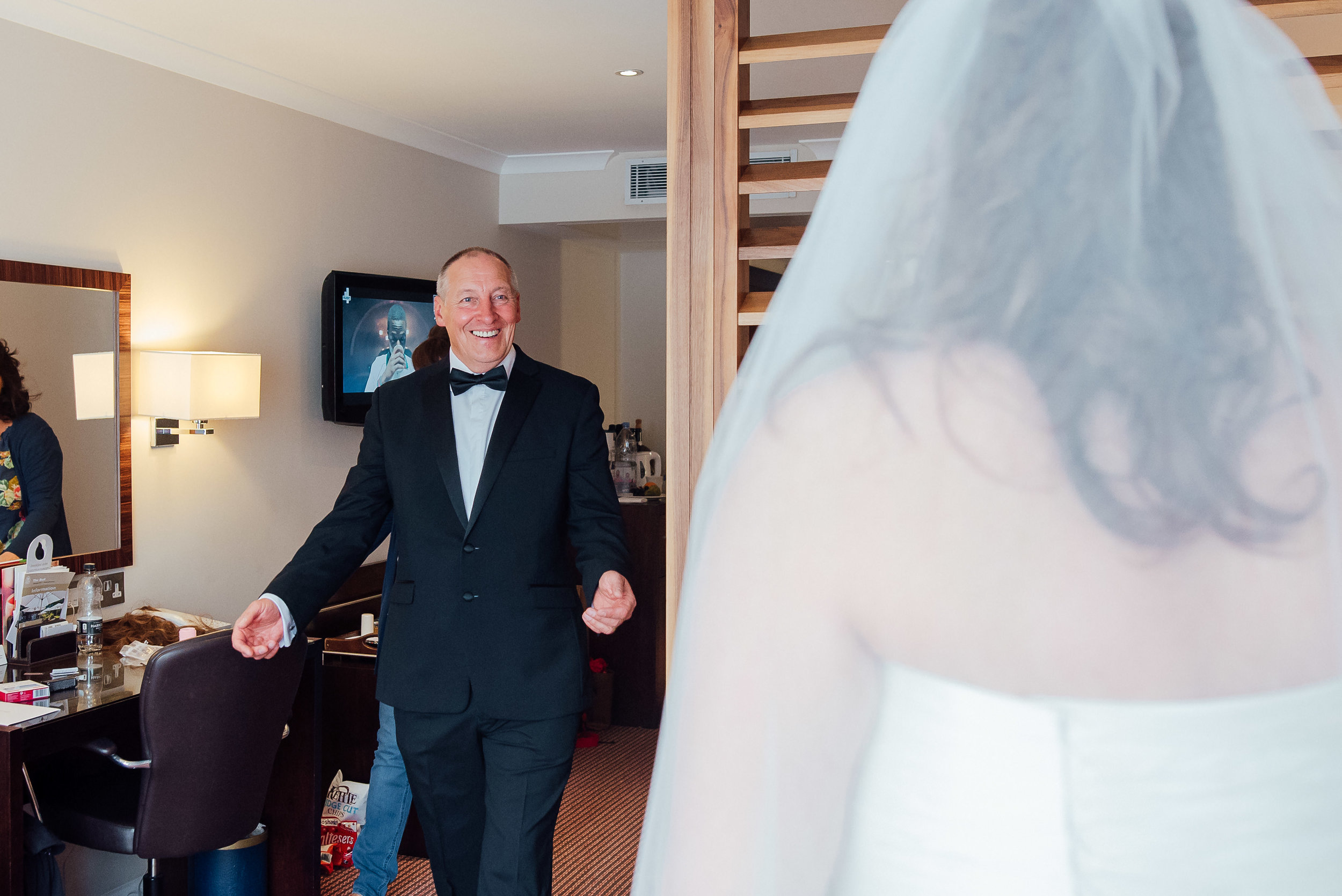 Heatherden Hal wedding at Pinewood Studios - Amy James Photography - Wedding photographer Hampshire - Documentary wedding photographer Hampshire Surrey and Berkshire