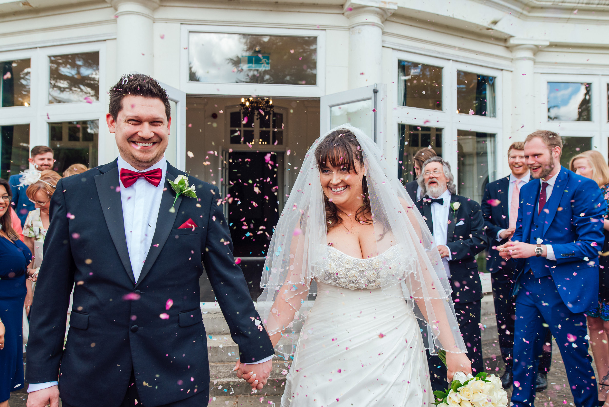 Confetti at Heatherden Hall wedding - Amy James Photography - Wedding photographer hampshire Surrey and Berkshire