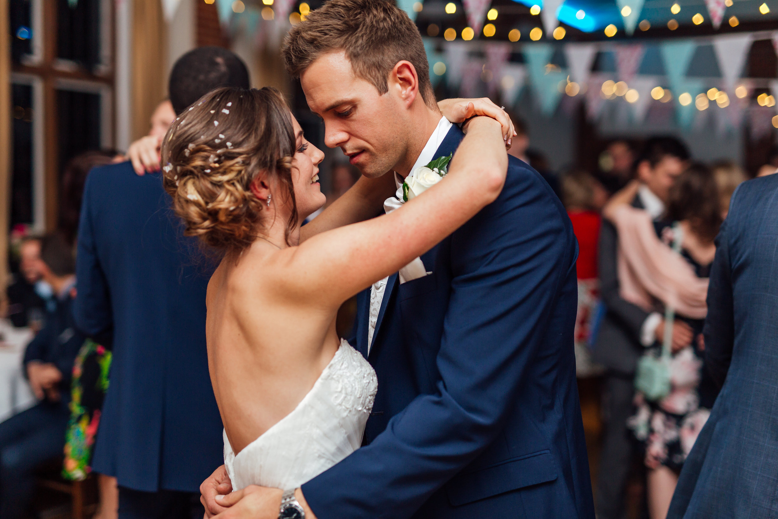bride-groom-first-dance-rotherwick-village-hall-weddinghampshire / hampshire-wedding-photographer-hampshire / Amy-james-photography / hampshire-village-hall-wedding
