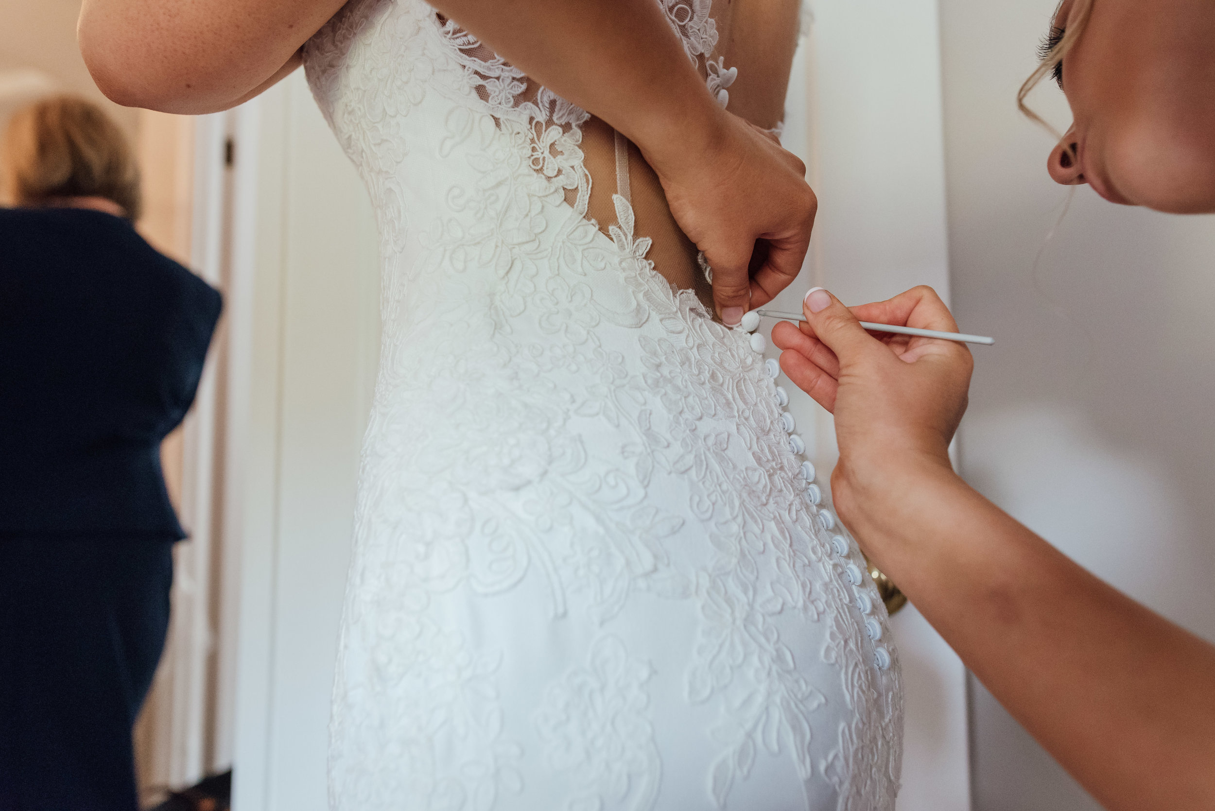 wedding-dress-photo / Amy-james-photography / Hampshire-wedding-photographer-hampshire