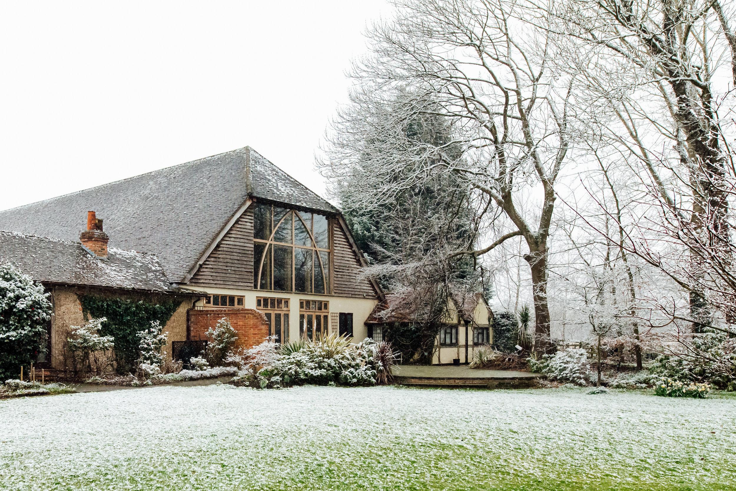 Sarah-Fishlock-Photography-Hampshire-wedding-photographer-hampshire / fleet-wedding-photographer-fleet / rivervale-barn-wedding-photographer / hampshire-barn-wedding-venue / hampshire-wedding-venue / barn-wedding-hampshire / rivervale-barn / wedding-in-the-snow