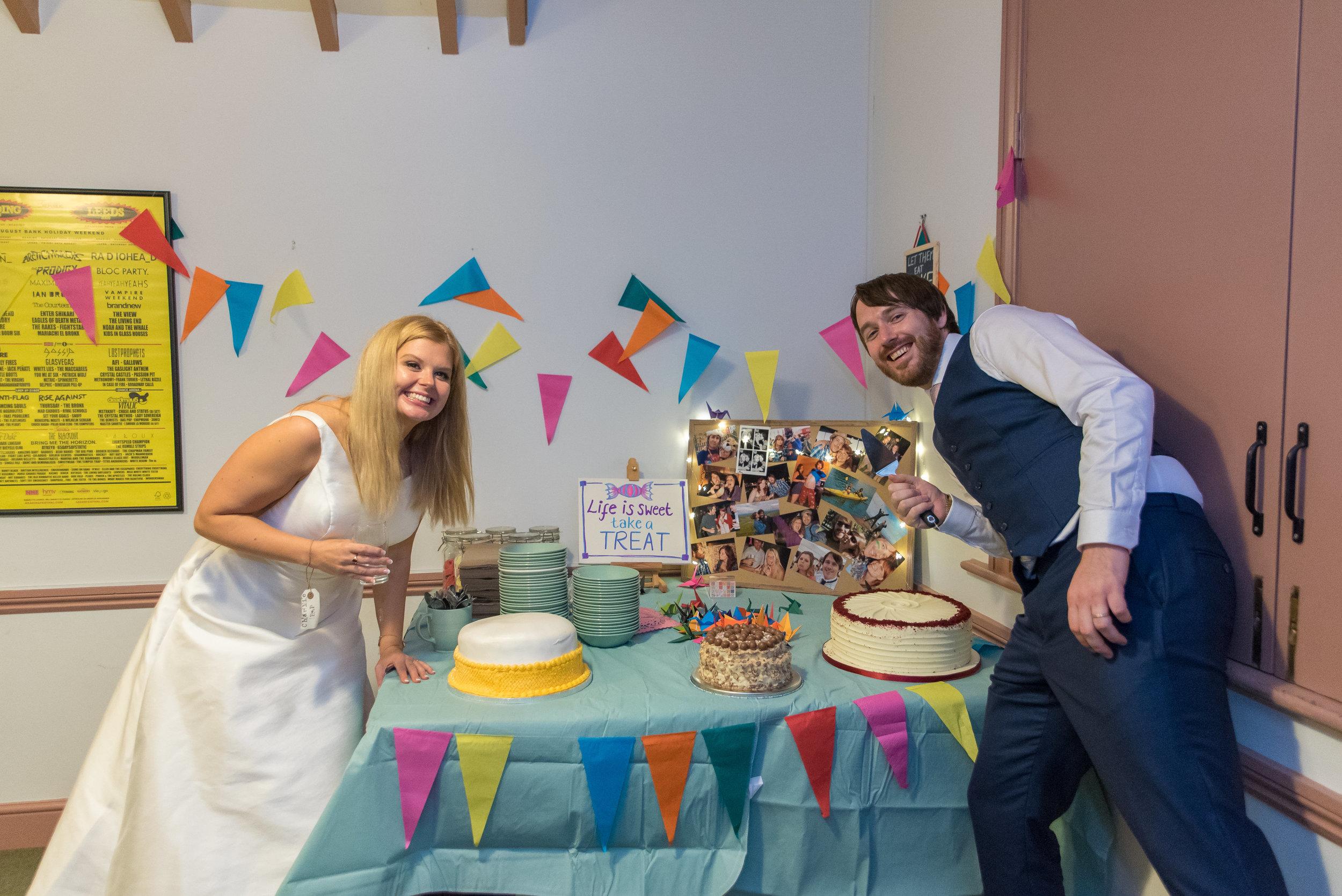 New Forest Village Hall Wedding / Sarah-Fishlock-Photography / Hampshire-Wedding-Photographer-Hampshire / wedding-cake-table