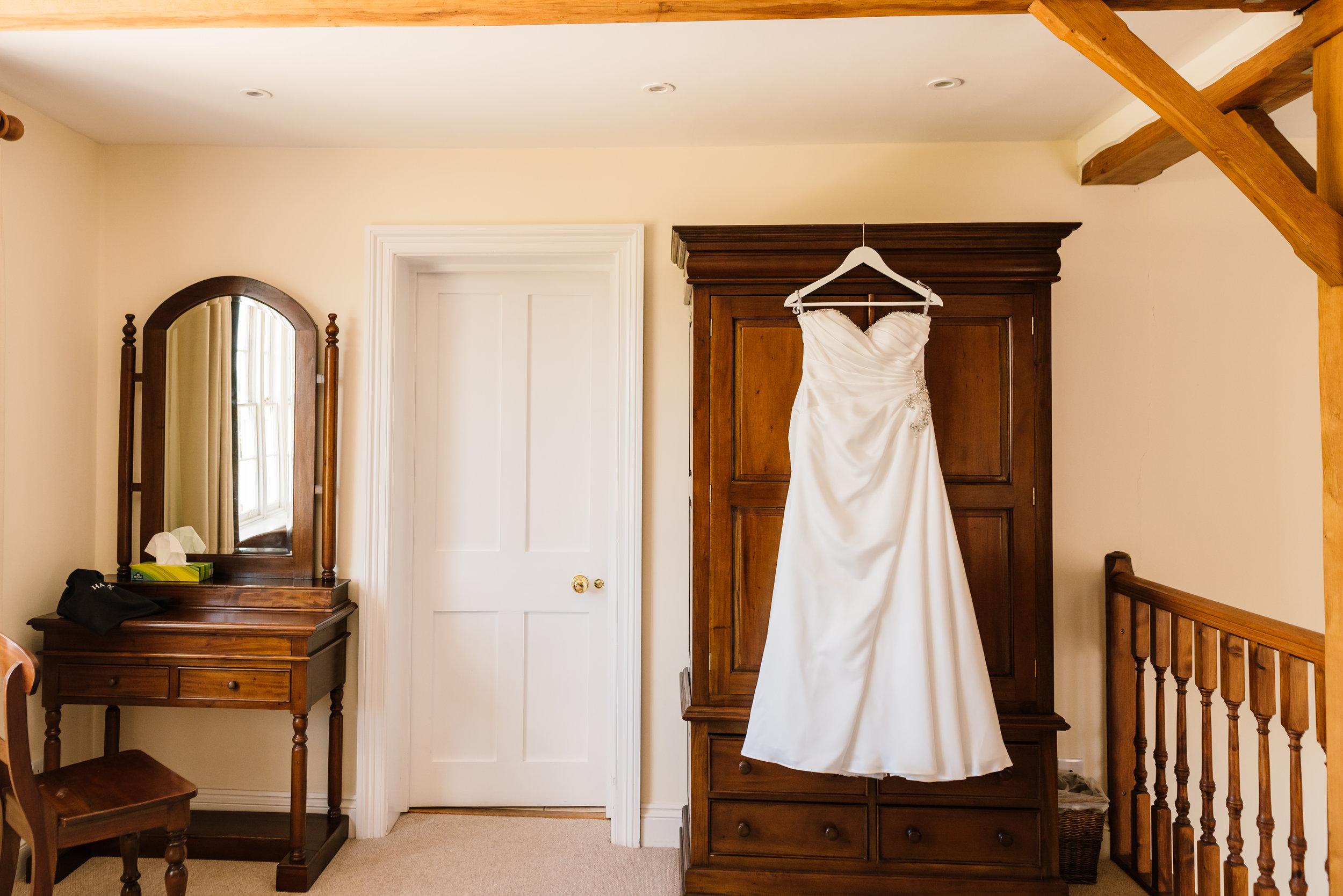 Sarah-Fishlock-Photography / Hampshire-wedding-photographer-Hampshire / Fleet-Wedding-Photographer / Groomed-Farm-Wedding-Hampshire / Farm-Wedding-Venues-Surrey / Farm-Wedding-Venue-Hampshire