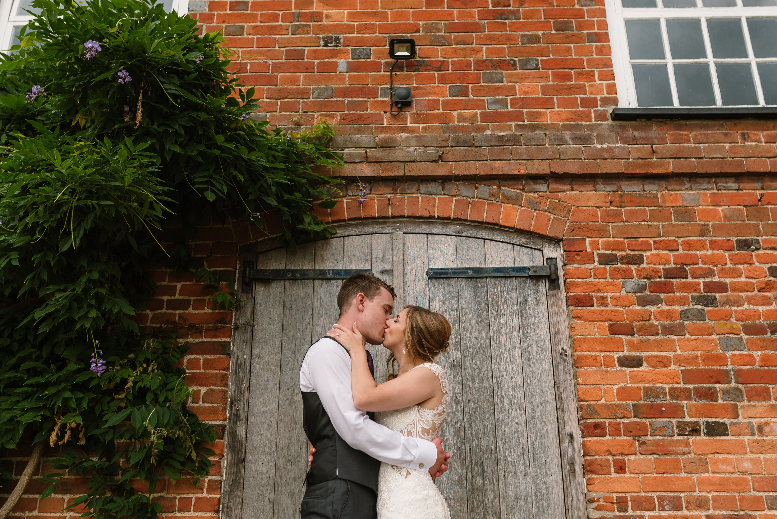 Hampshire Wedding Photographer Hampshire : Ufton-Court-Wedding : Barn-wedding-venue-hampshire : sarah-fishlock-photography : hampshire-barn-wedding-1032.jpg