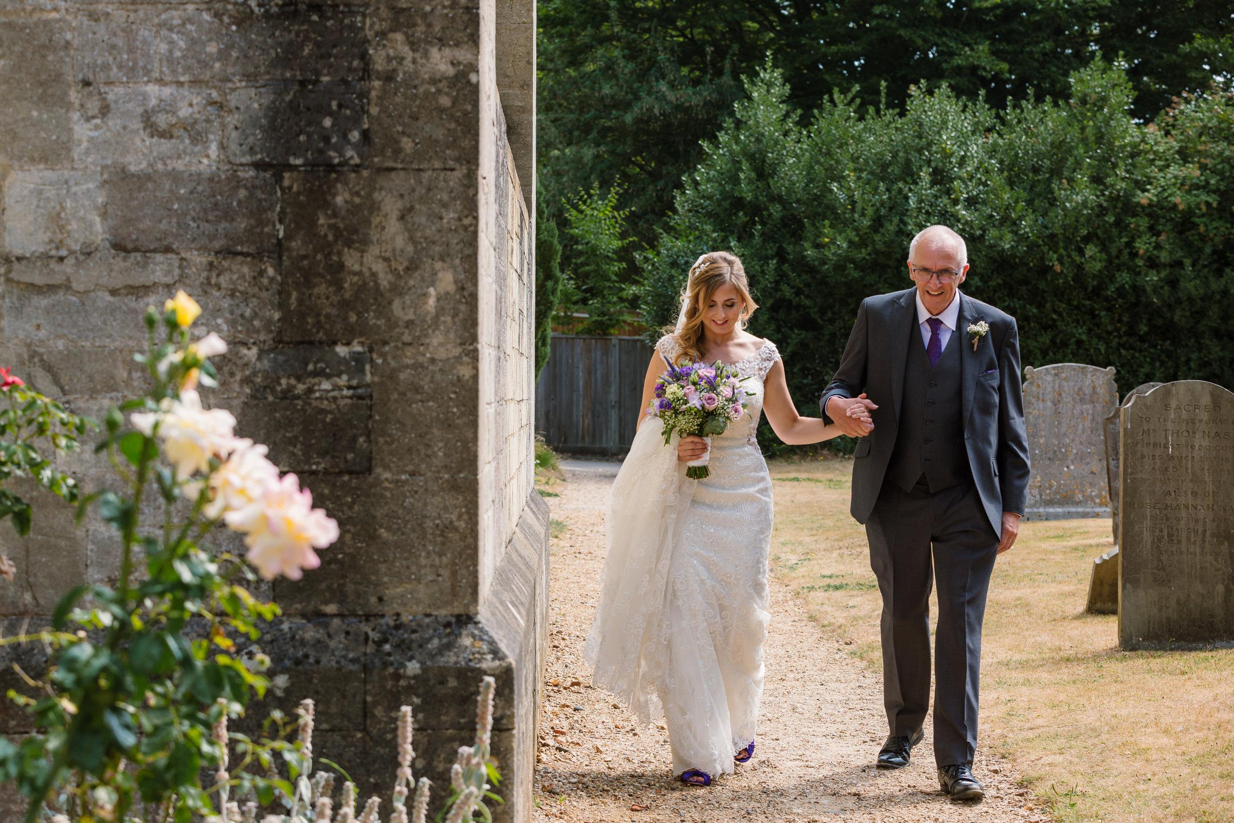 Hampshire Wedding Photographer Hampshire : Ufton-Court-Wedding : Barn-wedding-venue-hampshire : sarah-fishlock-photography : hampshire-barn-wedding-333.jpg